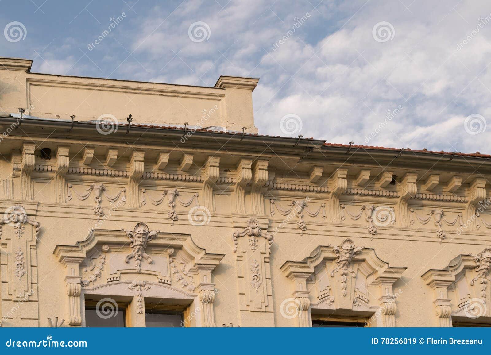 Λεπτομέρεια - κλασικό αρχιτεκτονικό κτήριο ύφους σε Brasov, Ρουμανία, Τρανσυλβανία, Ευρώπη