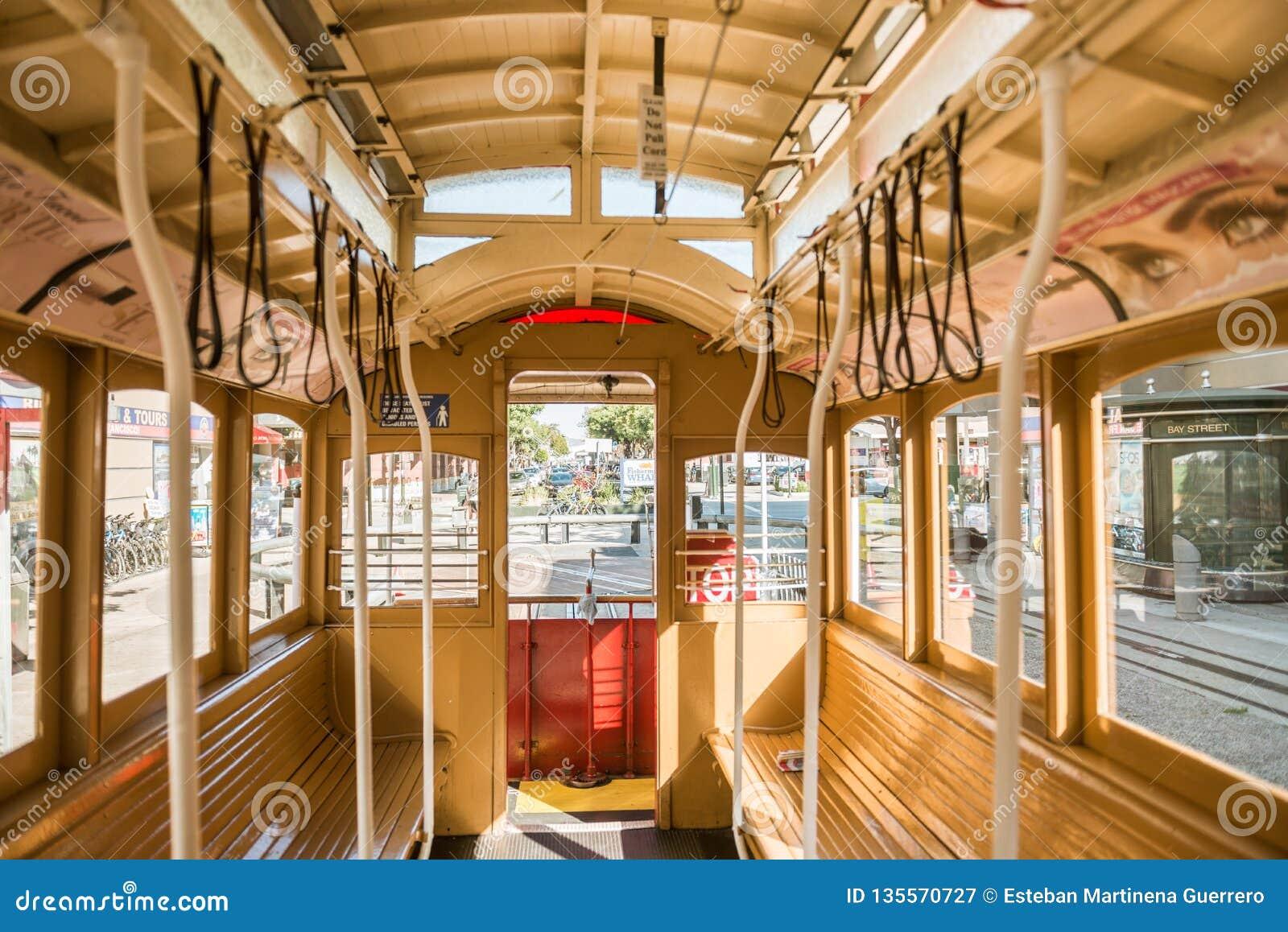 Λεπτομέρεια του εσωτερικού ένα από το τελεφερίκ αυτοκινήτων τραμ του Σαν Φρανσίσκο, Καλιφόρνια, ΗΠΑ