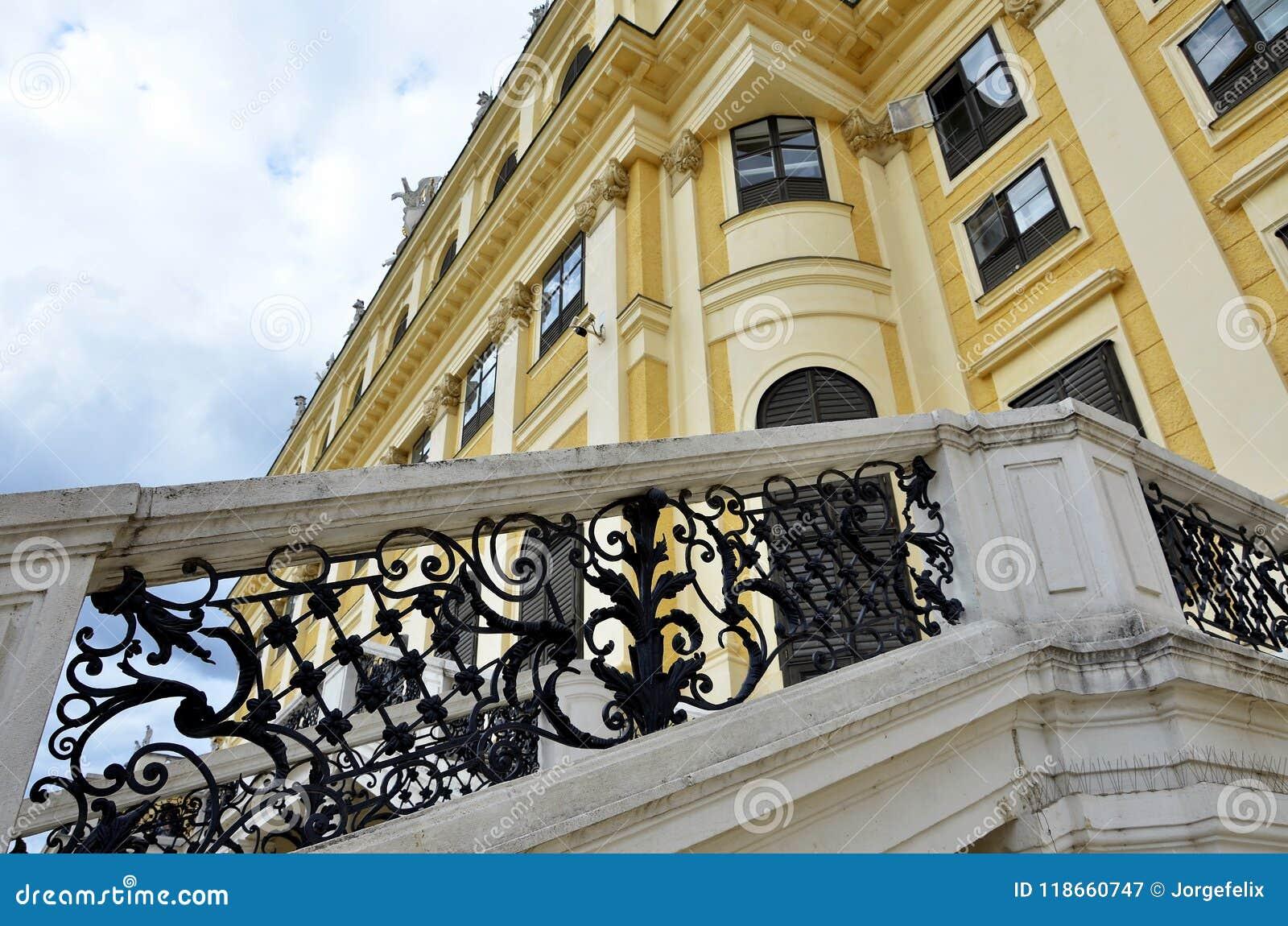 Λεπτομέρειες του αυτοκρατορικού παλατιού στη Βιέννη