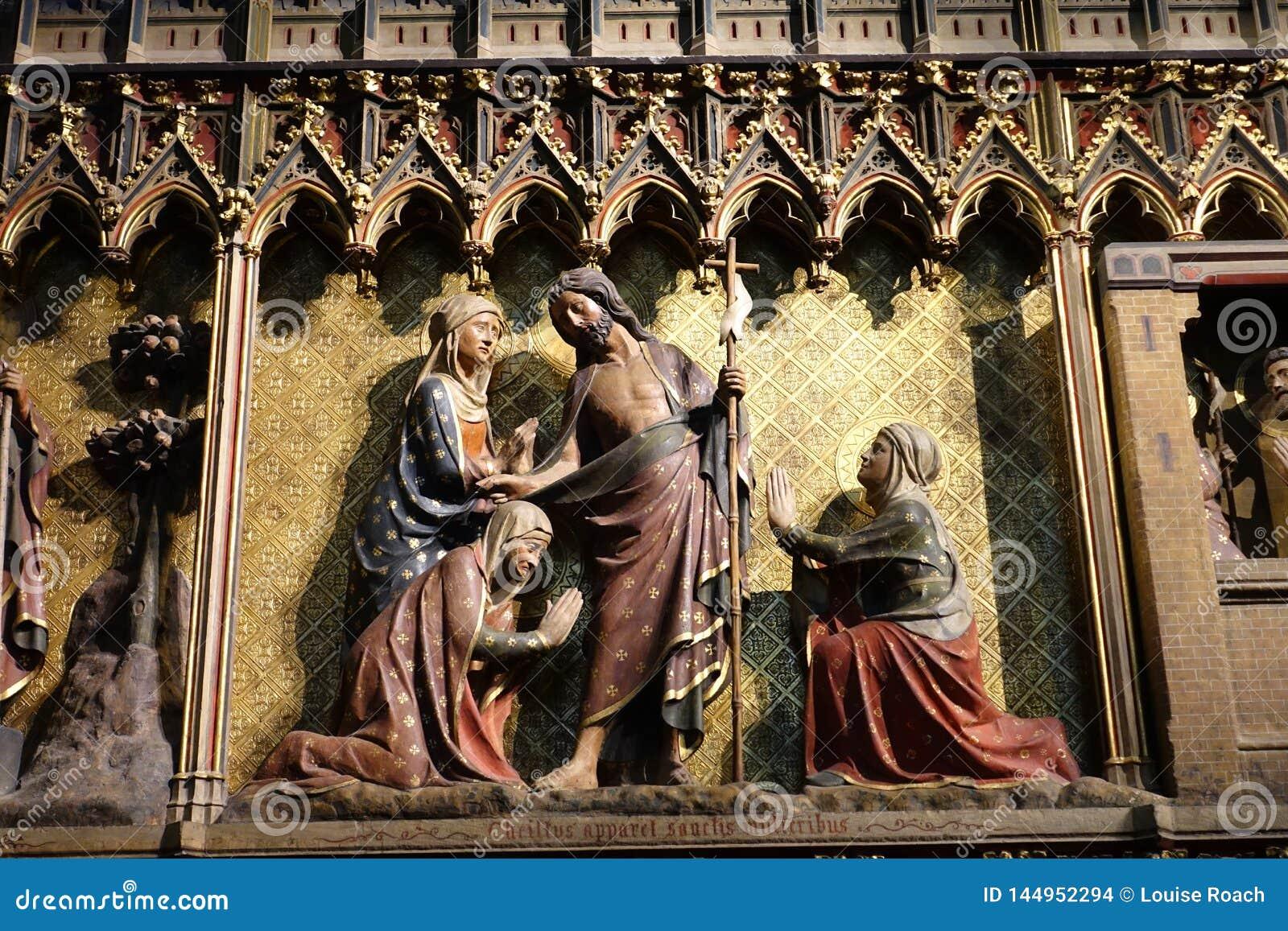 Λεπτομερής χαρασμένος εσωτερικός Notre Dame καθεδρικός ναός Frieze
