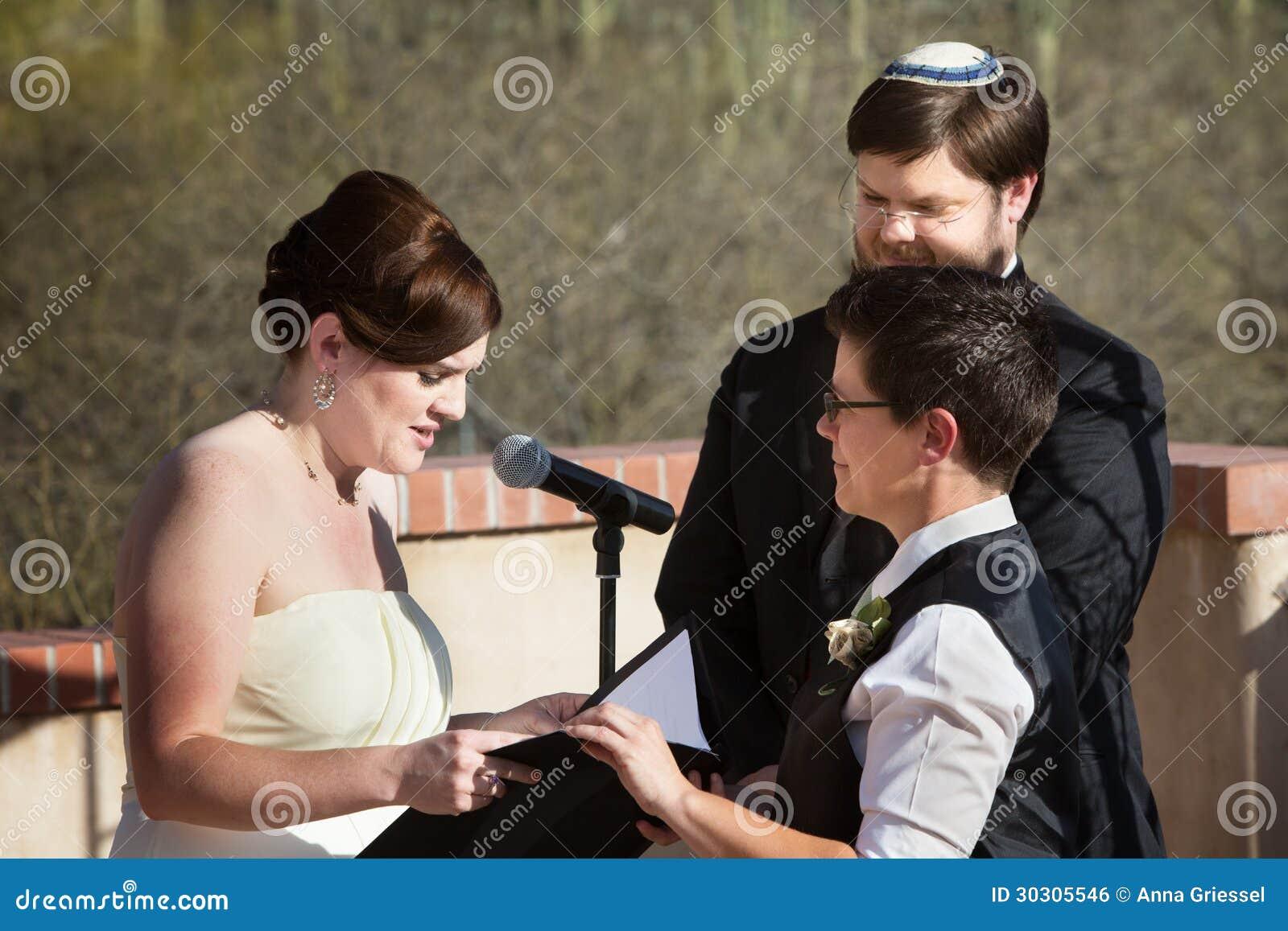 Λεσβιακή τελετή γάμου ζεύγους