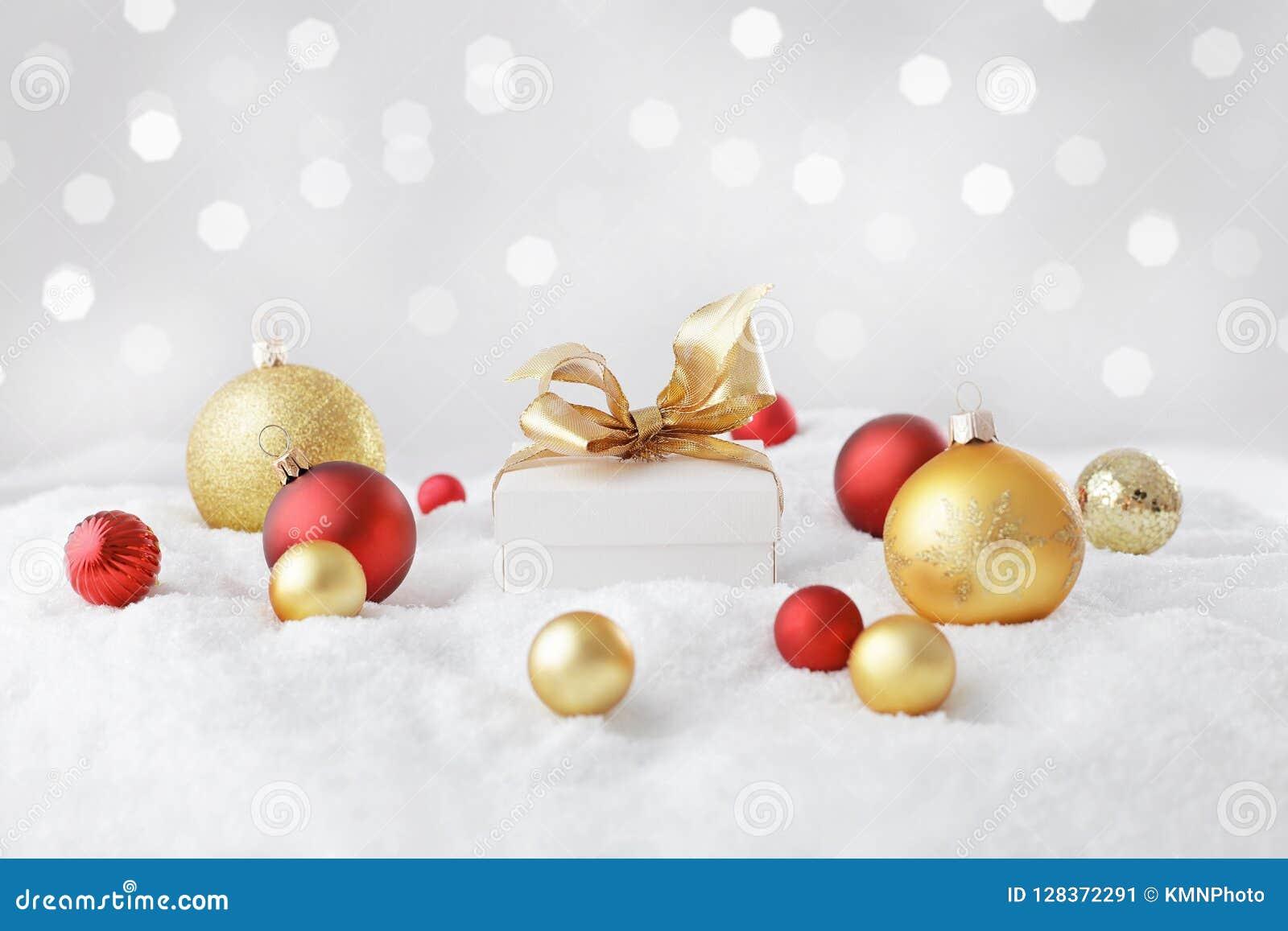 λευκό απομόνωσης δώρων Χριστουγέννων