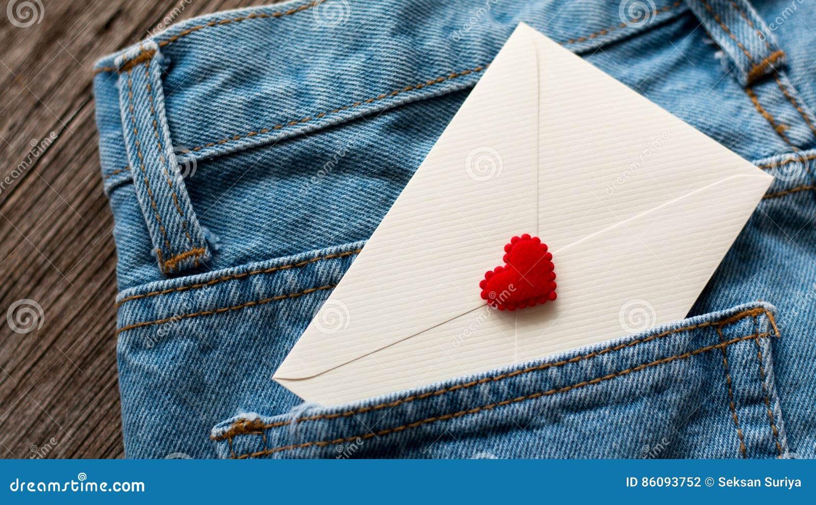 Λευκό επιστολών στην τσέπη τζιν