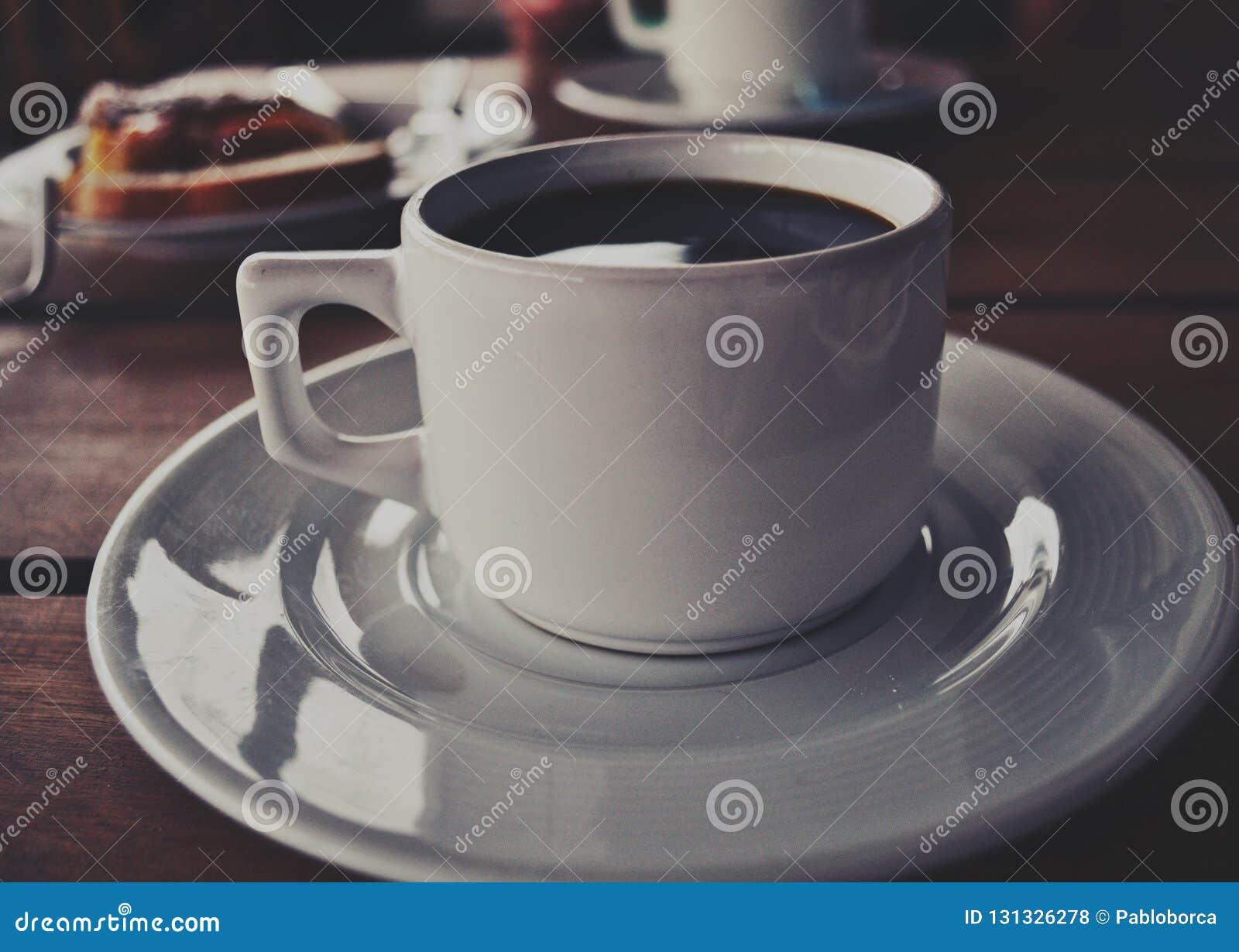 λευκό φλυτζανιών καφέ