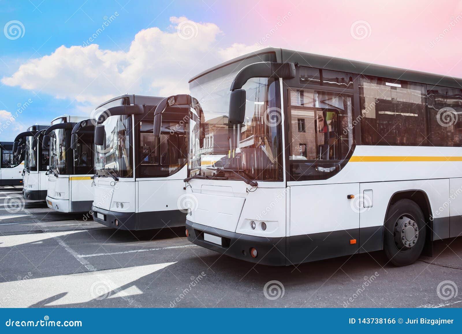 λεωφορεία τουριστών στο χώρο στάθμευσης