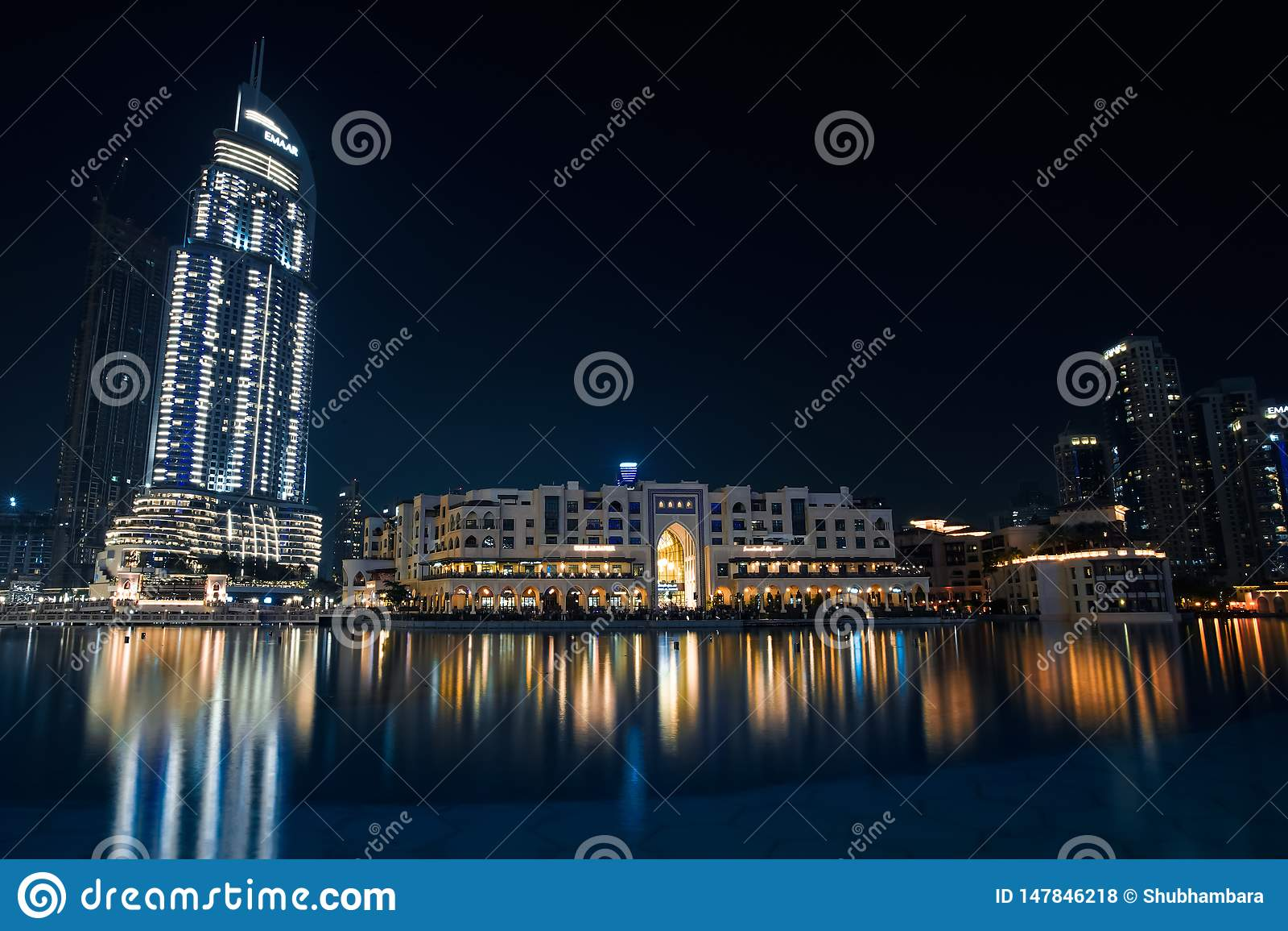 Λεωφόρος του παγκόσμιου Ντουμπάι travelin φωτογραφίας ζωής νύχτας