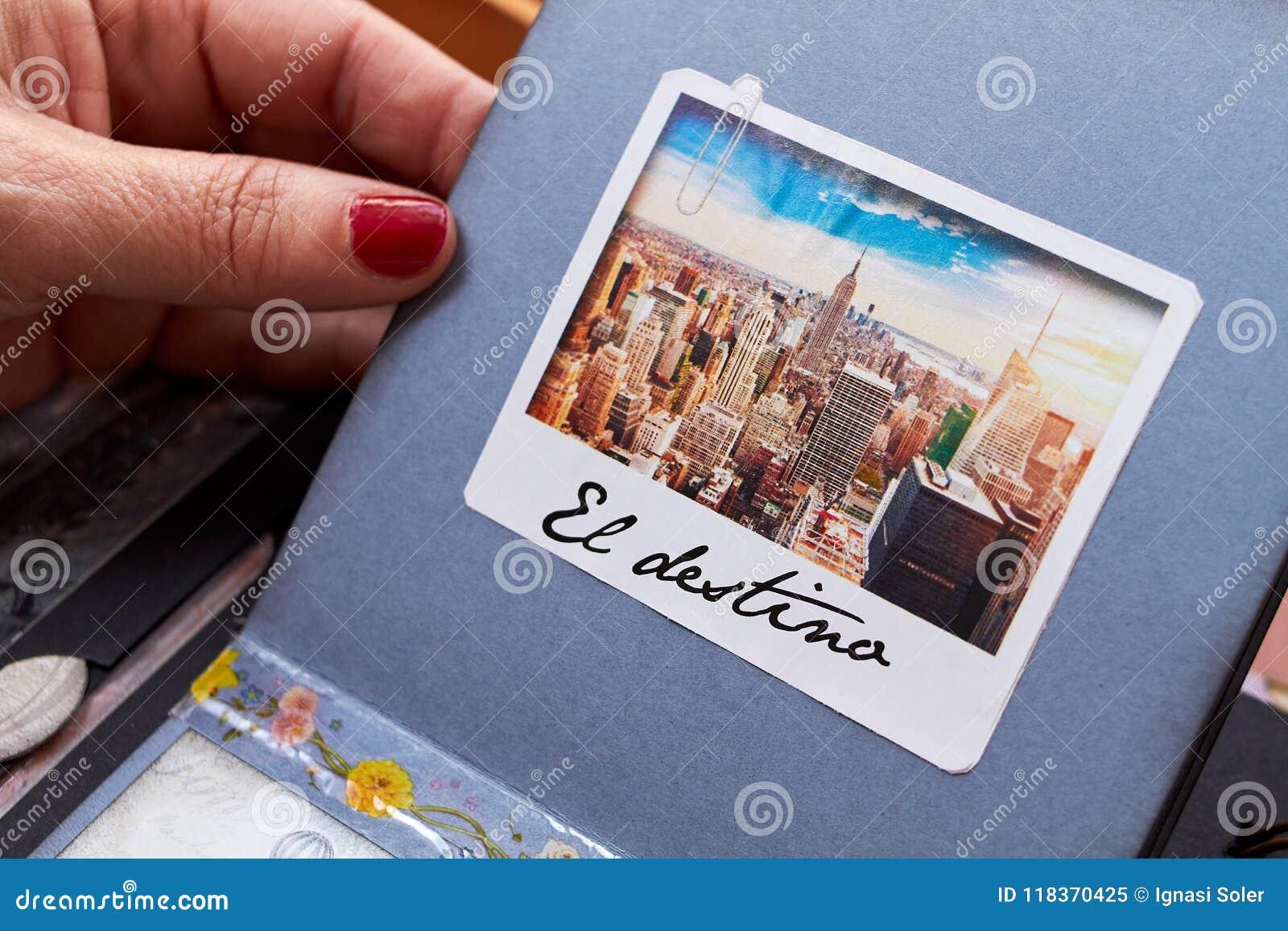 Λεύκωμα της Νέας Υόρκης Scapbook με το κατασκευασμένο destino EL εγγράφου