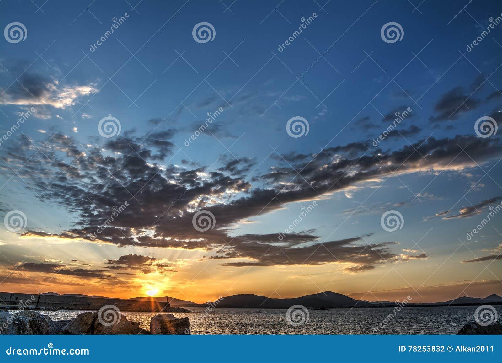 Λιμάνι Alghero στο ηλιοβασίλεμα