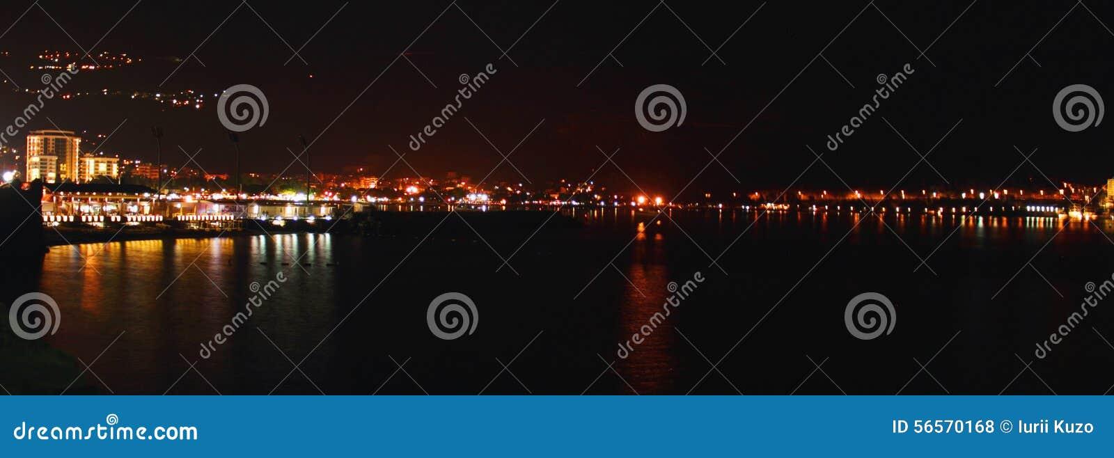 Download Λιμένας πόλεων του $ροστόκ τή νύχτα, Γερμανία Στοκ Εικόνες - εικόνα από balminess, αντανάκλαση: 56570168