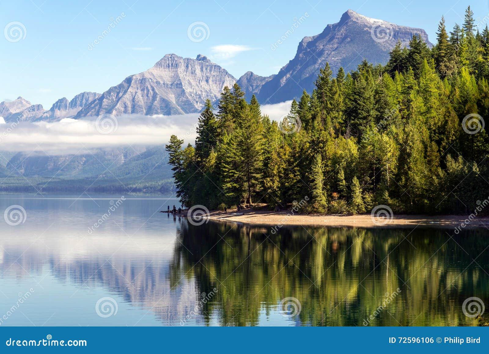 ΛΙΜΝΗ MCDONALD, MONTANA/USA - 20 ΣΕΠΤΕΜΒΡΊΟΥ: Άποψη της λίμνης McDonal