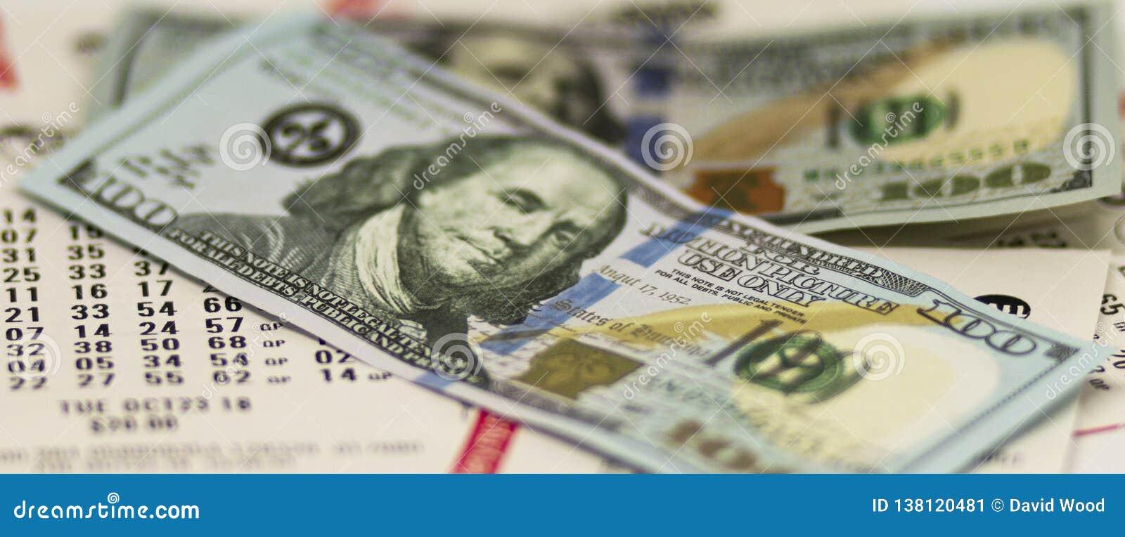 Λογαριασμοί εκατό δολαρίων πέρα από τα εισιτήρια λαχειοφόρων αγορών