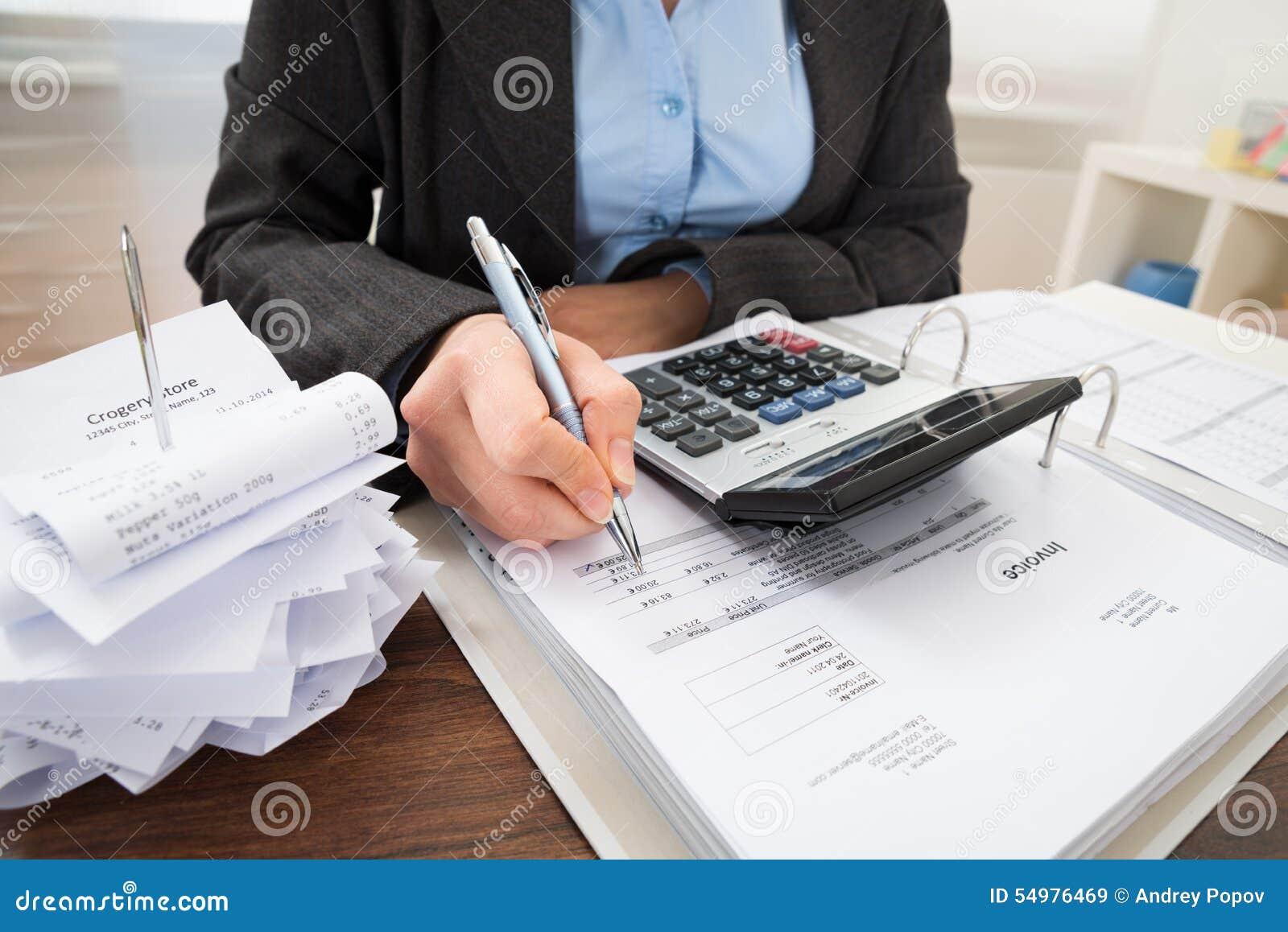 Λογαριασμοί υπολογισμού Businessperson
