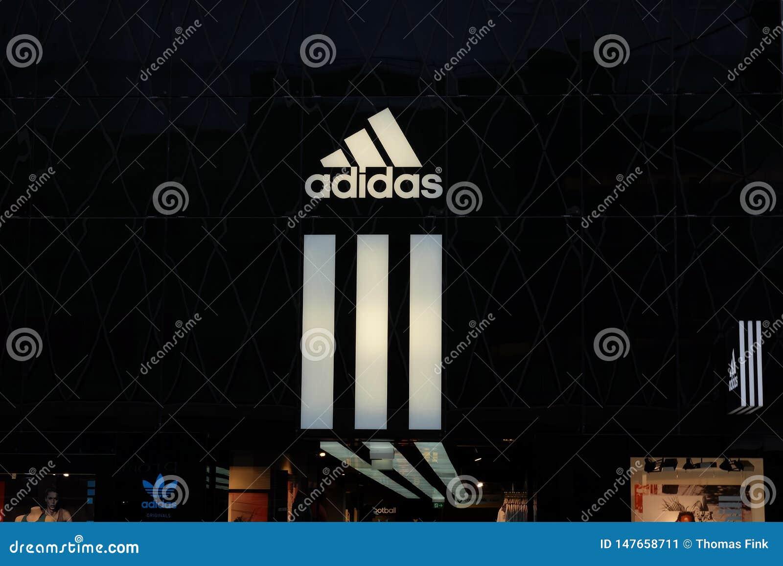 Λογότυπο καταστημάτων της Adidas στη Φρανκφούρτη