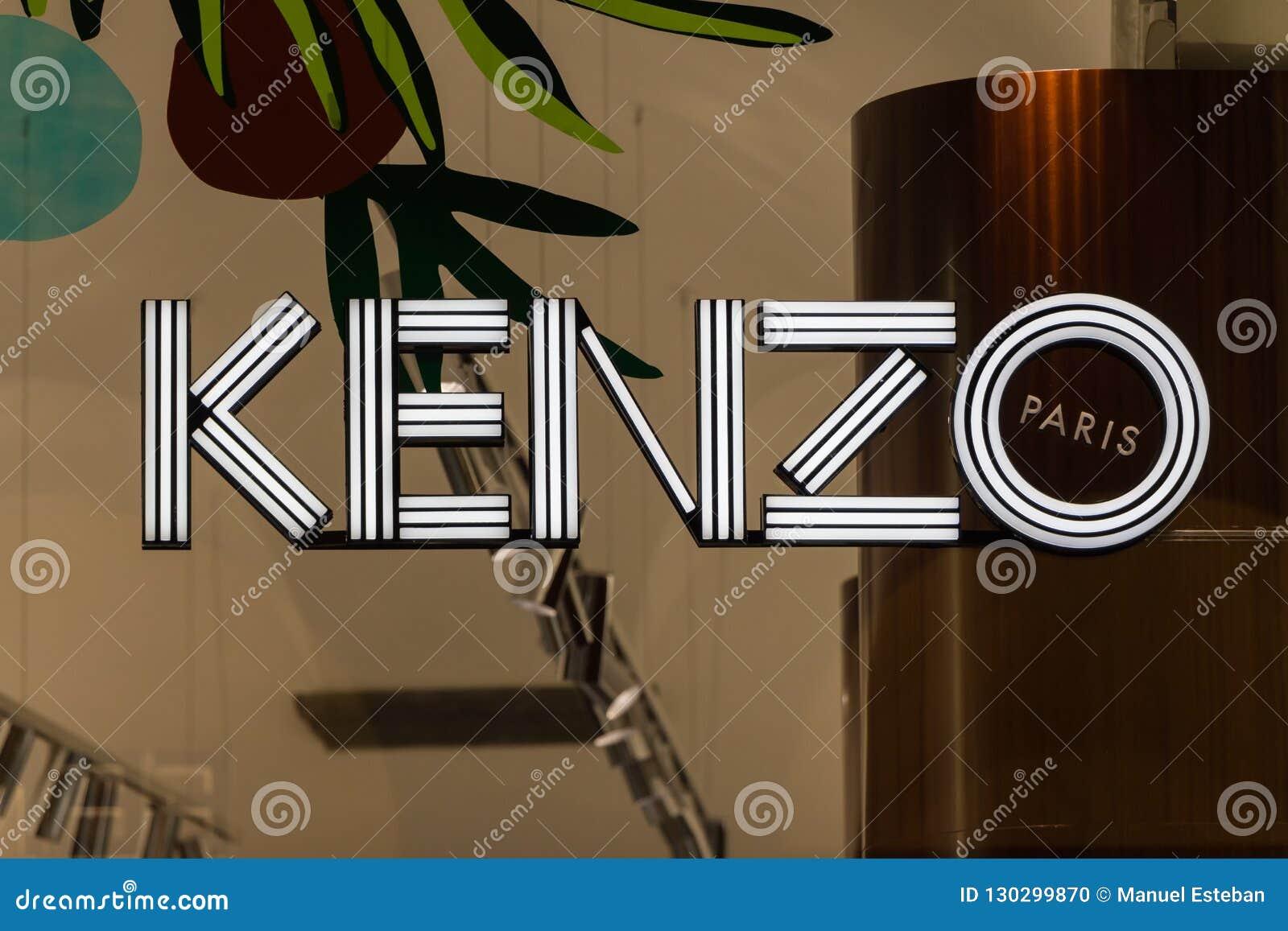 Λογότυπο Kenzo στο κατάστημα Kenzo
