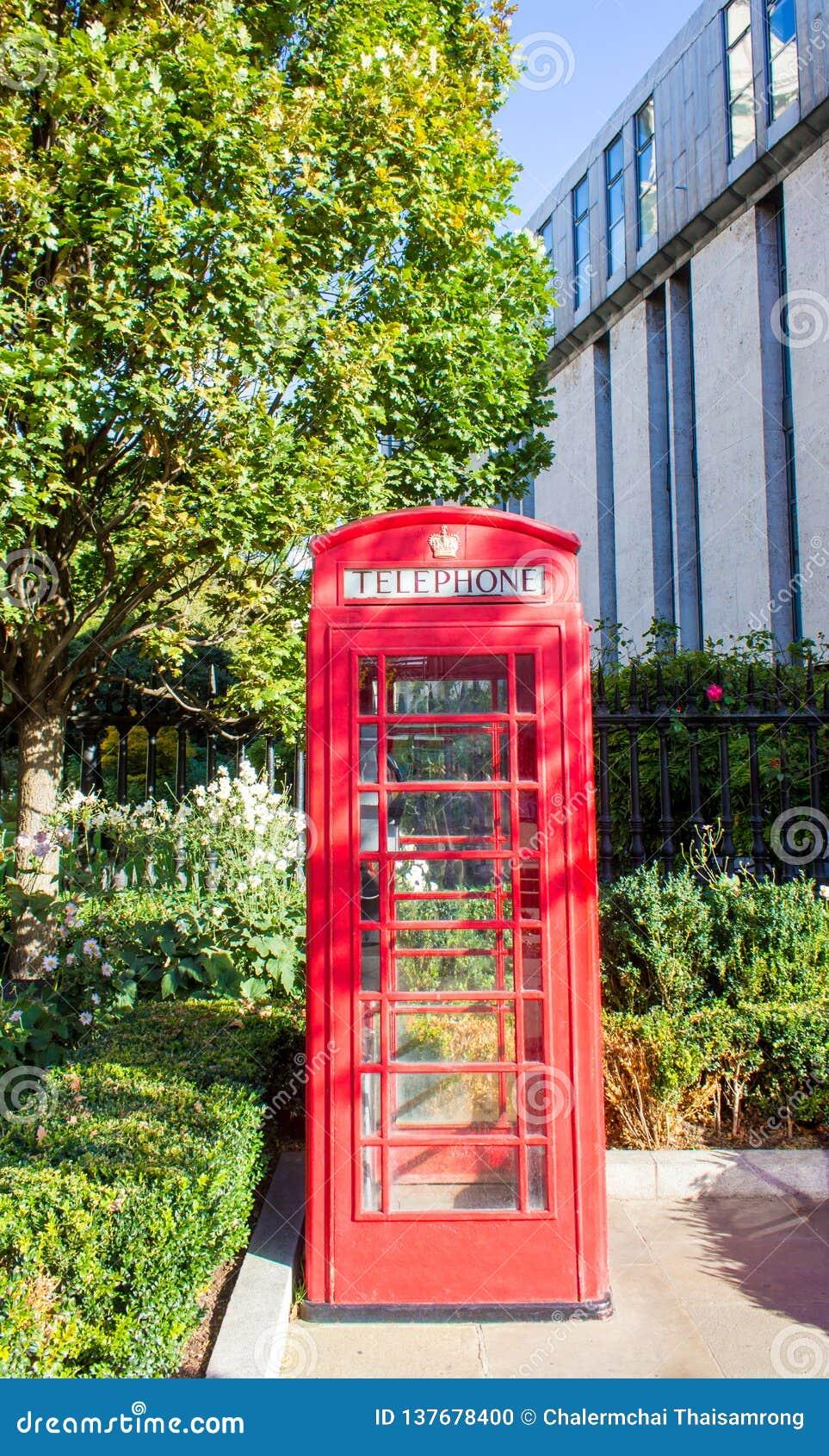 Λονδίνο, Ηνωμένο Βασίλειο - κόκκινο τηλεφωνικό κιβώτιο στο Λονδίνο