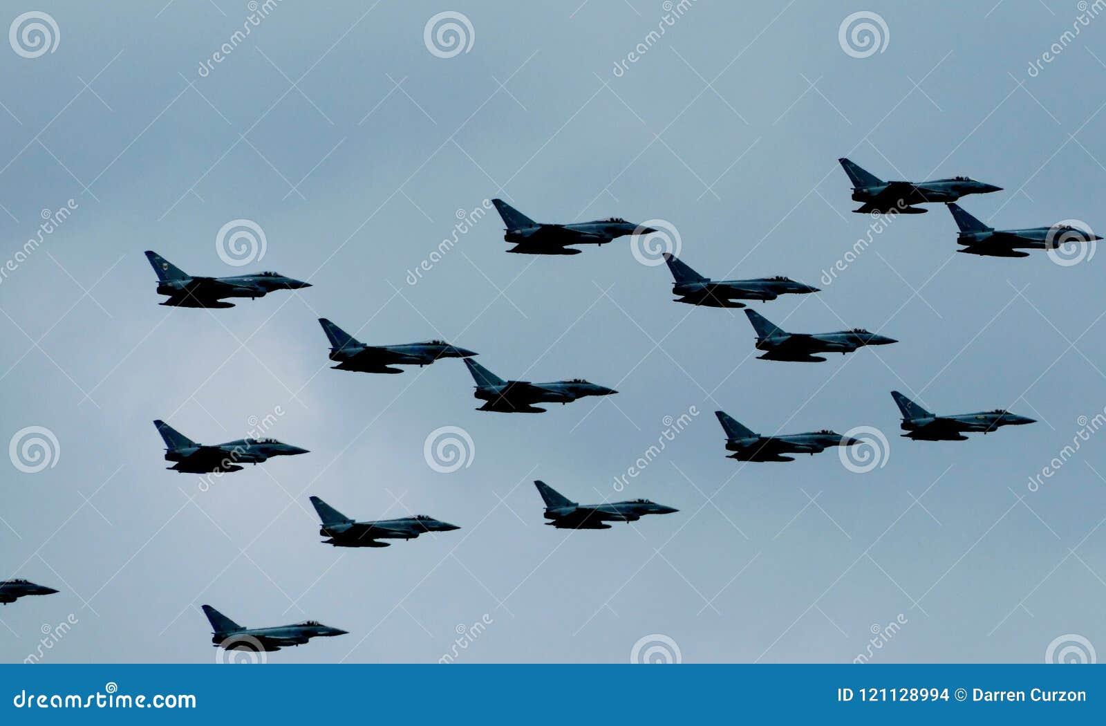 Λονδίνο, UK - 10 Ιουλίου 2018: RAF γιορτάζει την επέτειο 100 ετών του με flypast πέρα από το Buckingham Palace