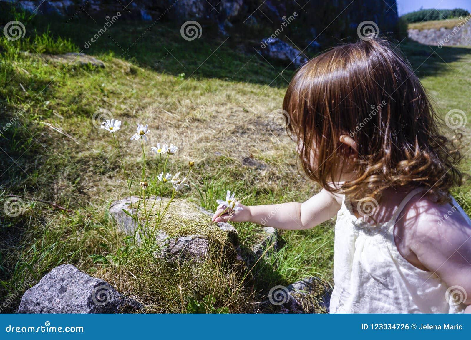 Λουλούδι επιλογής μικρών κοριτσιών