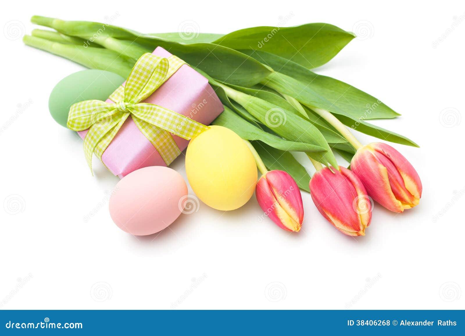 Λουλούδια τουλιπών άνοιξη με το κιβώτιο δώρων