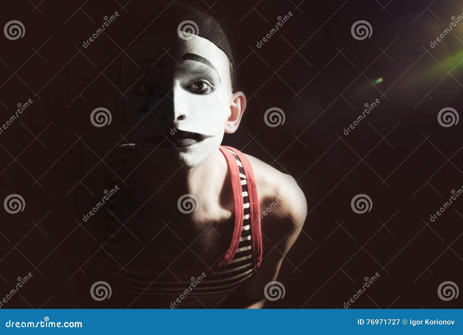 Λυπημένο mime στο Μαύρο