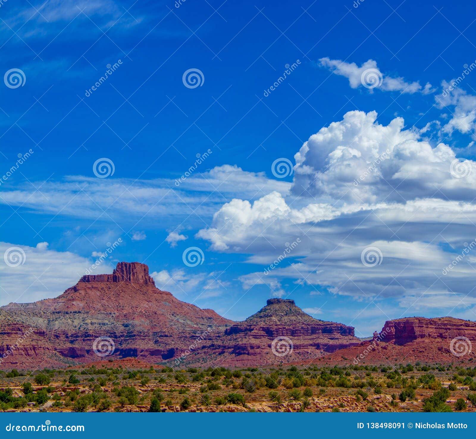 Λόφοι της Γιούτα με τα σύννεφα σωρειτών