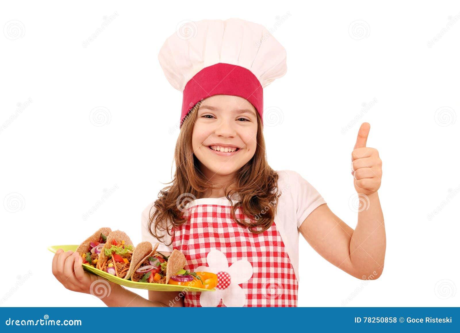 Μάγειρας μικρών κοριτσιών με τα tacos και τον αντίχειρα επάνω