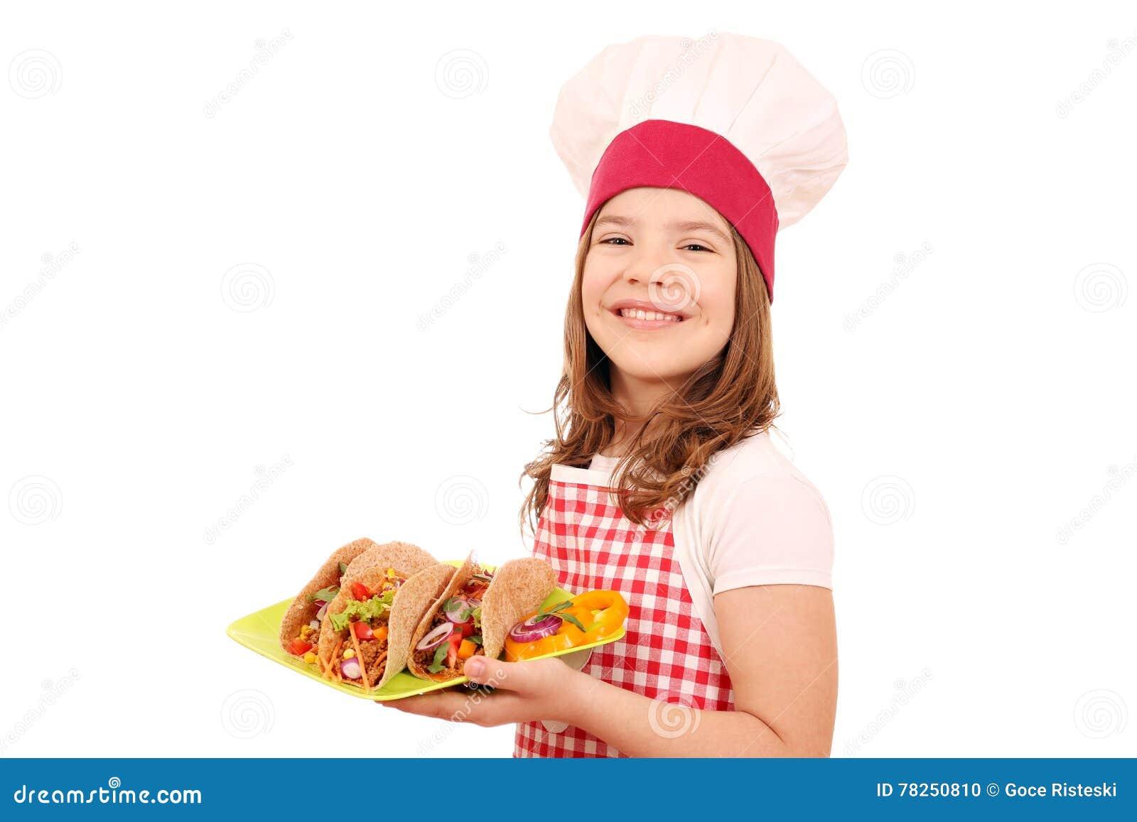 Μάγειρας μικρών κοριτσιών με το γρήγορο φαγητό tacos