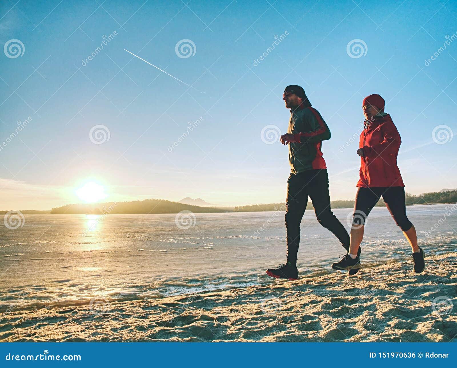 Μάθημα χειμερινού αθλητισμού Ενεργός κατάρτιση ανθρώπων ικανότητας που οργανώνεται έξω