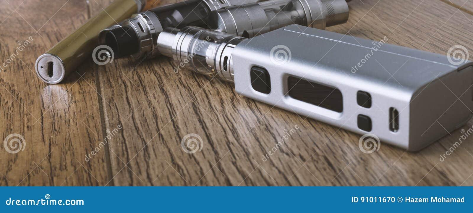 Μάνδρα Vape και vaping συσκευές, νεαροί δικυκλιστές, ψεκαστήρες, ε cig, τσιγάρο ε
