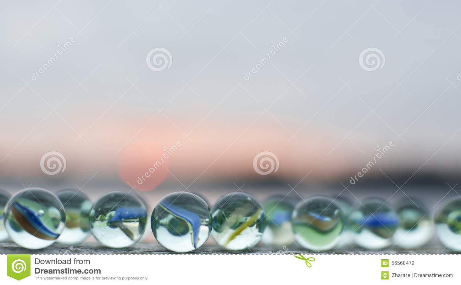 Download Μάρμαρα γυαλιού στο ηλιοβασίλεμα Στοκ Εικόνες - εικόνα από childhood, υλικό: 56568472