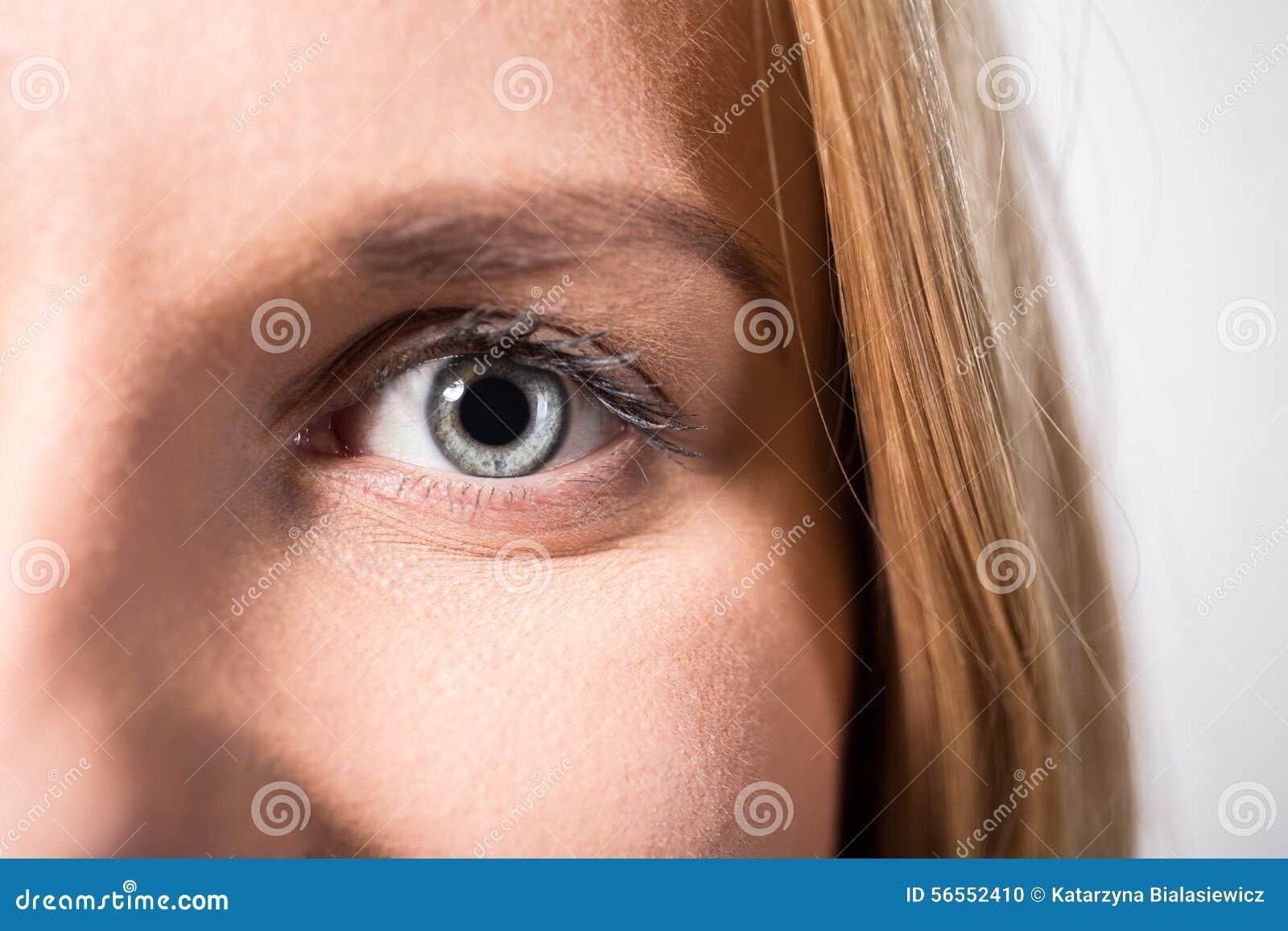 Download Μάτι με την γκρίζα ίριδα στοκ εικόνες. εικόνα από εξέταση - 56552410