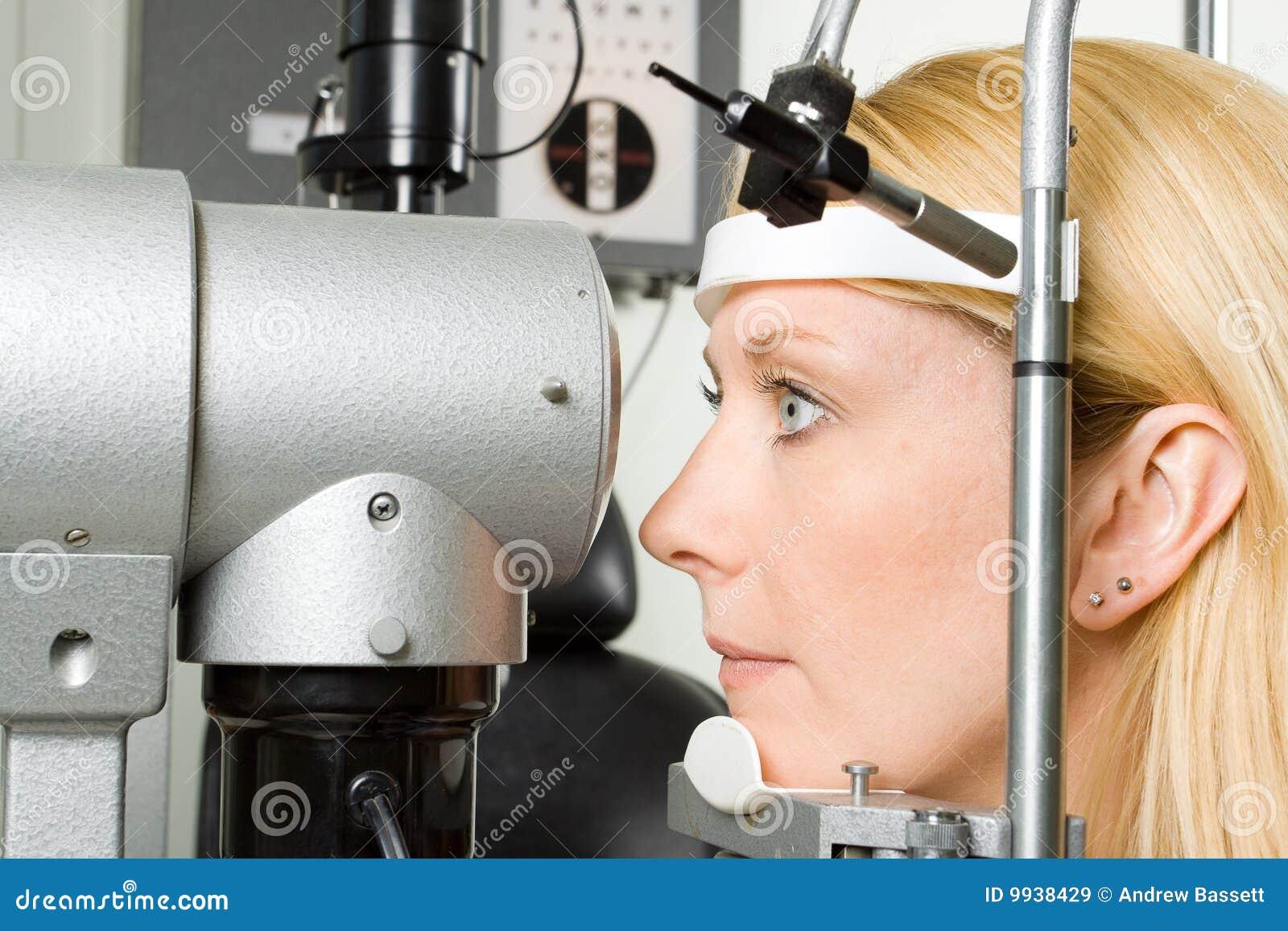 μάτι που έχει τις νεολαίες γυναικών δοκιμής