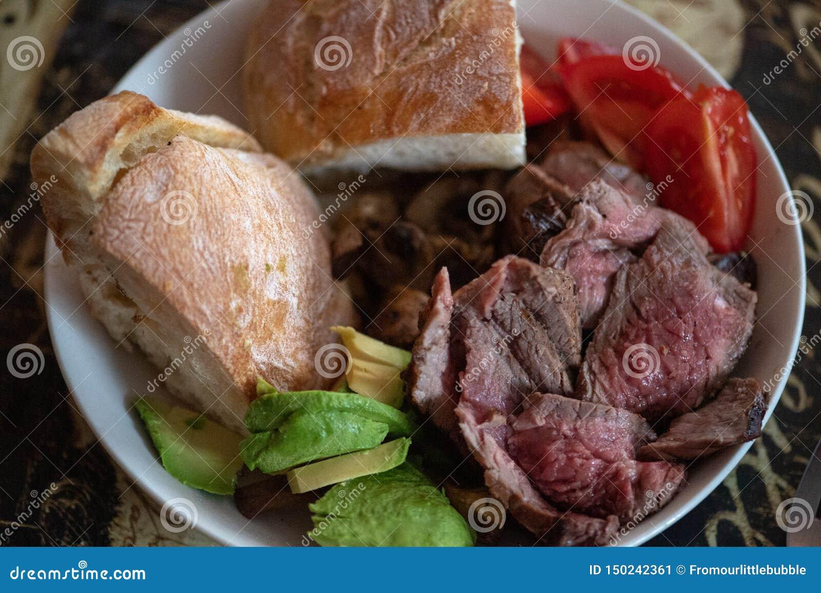 Μέσο σπάνιο τεμαχισμένο κύπελλο βόειου κρέατος