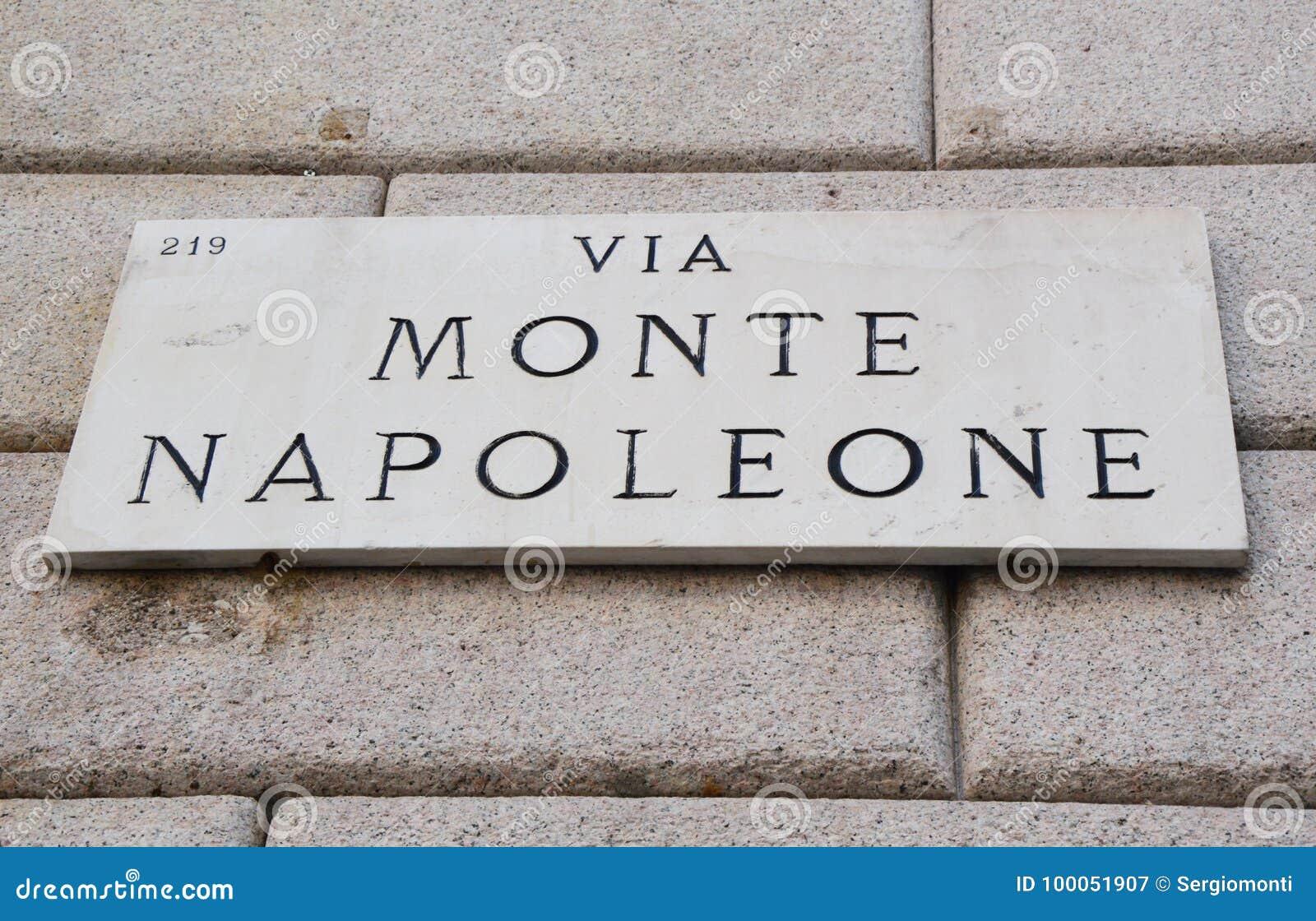 Μέσω του σημαδιού Monte Napoleone, της διάσημης οδού για τη μόδα και της πολυτέλειας, Μιλάνο, Ιταλία
