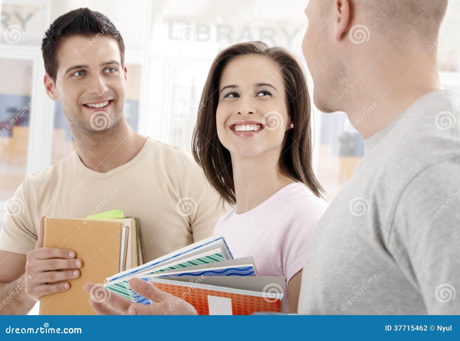 Μέτωπο φοιτητών πανεπιστημίου της βιβλιοθήκης