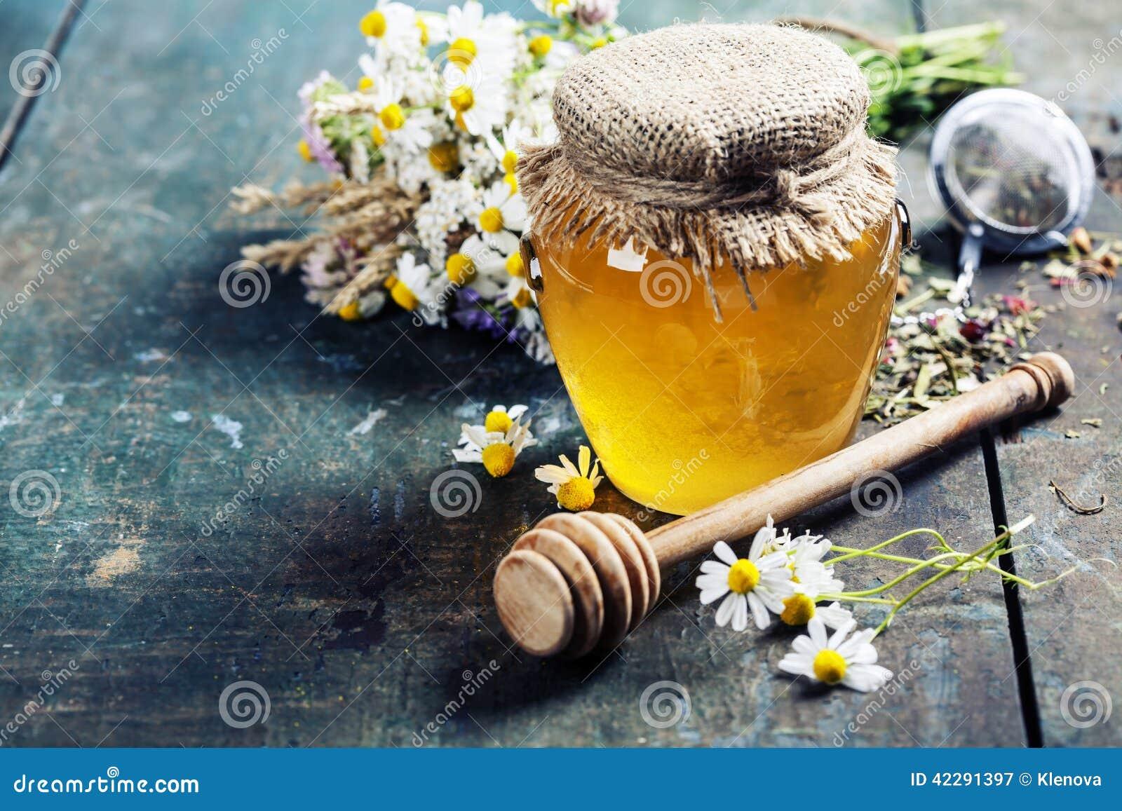 Μέλι και βοτανικό τσάι