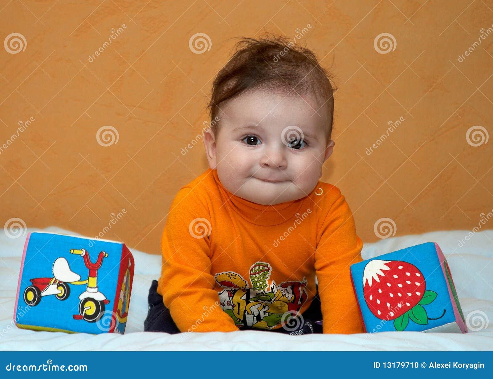 μήνας έξι μωρών παιχνίδια
