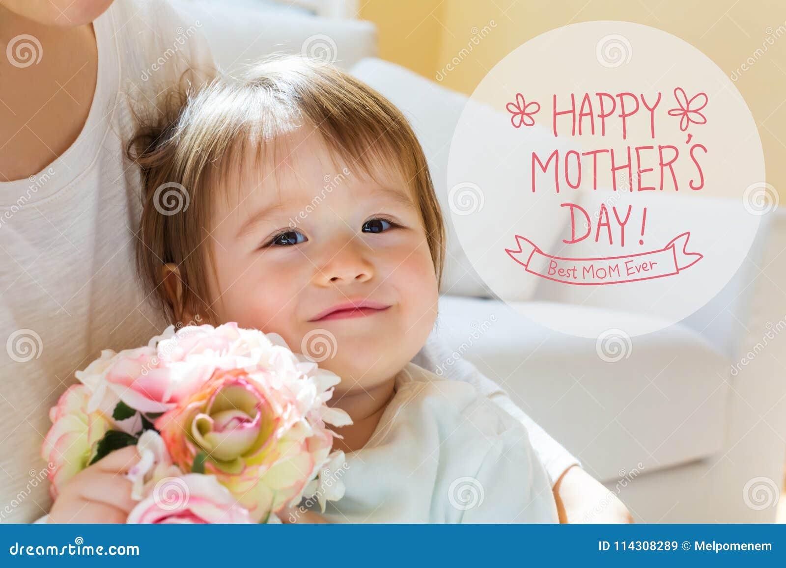 Μήνυμα ημέρας μητέρων ` s με το αγόρι μικρών παιδιών με τη μητέρα του