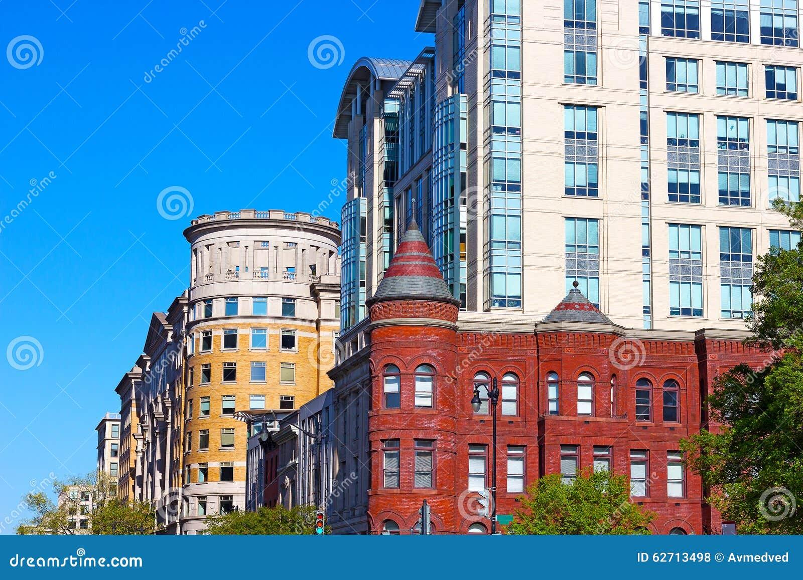 Μίγμα των σύγχρονων και ιστορικών κτηρίων στο Washington DC, ΗΠΑ