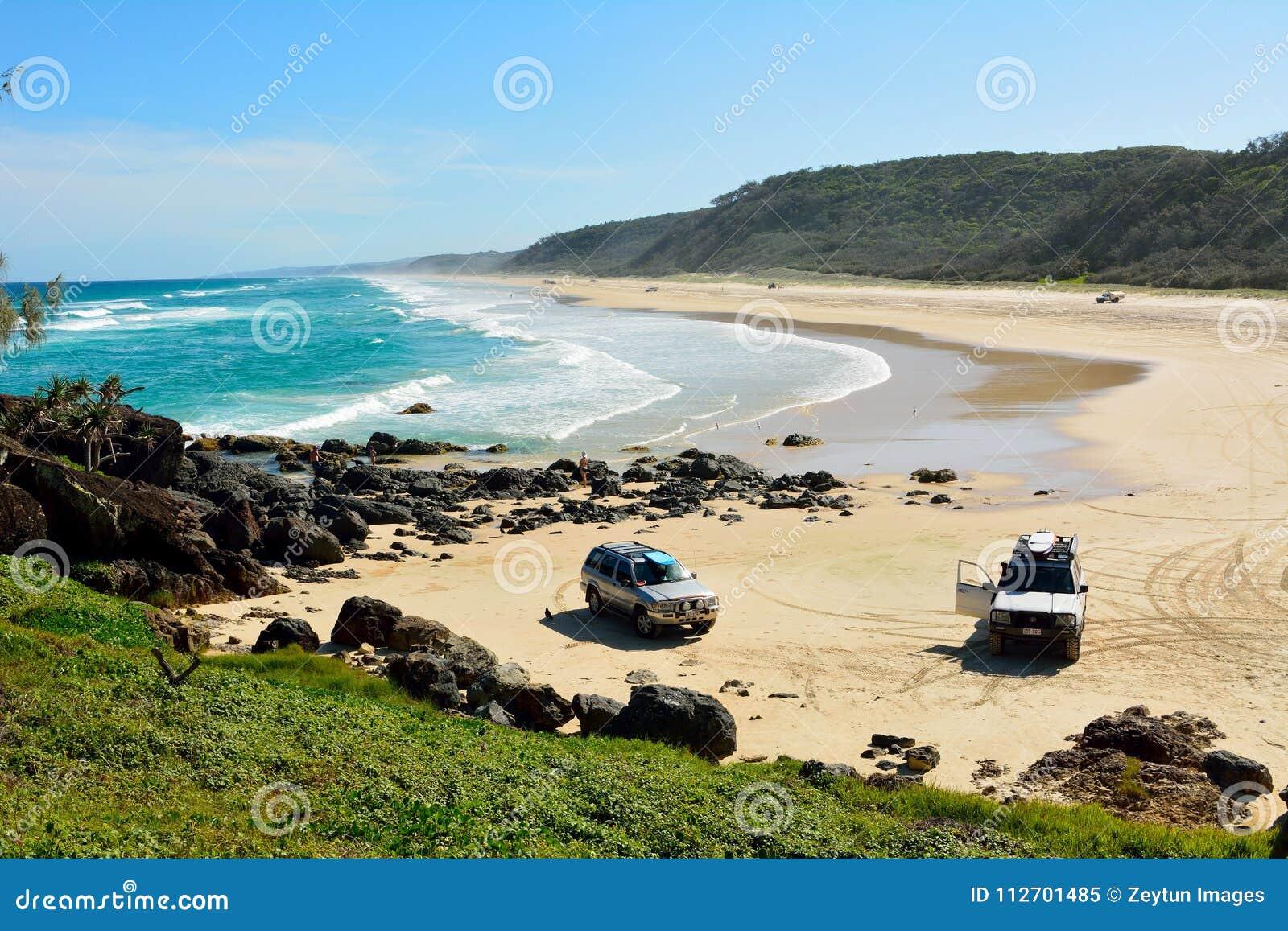 40-μίλι παραλία στο μεγάλο αμμώδες εθνικό πάρκο στο Queensland