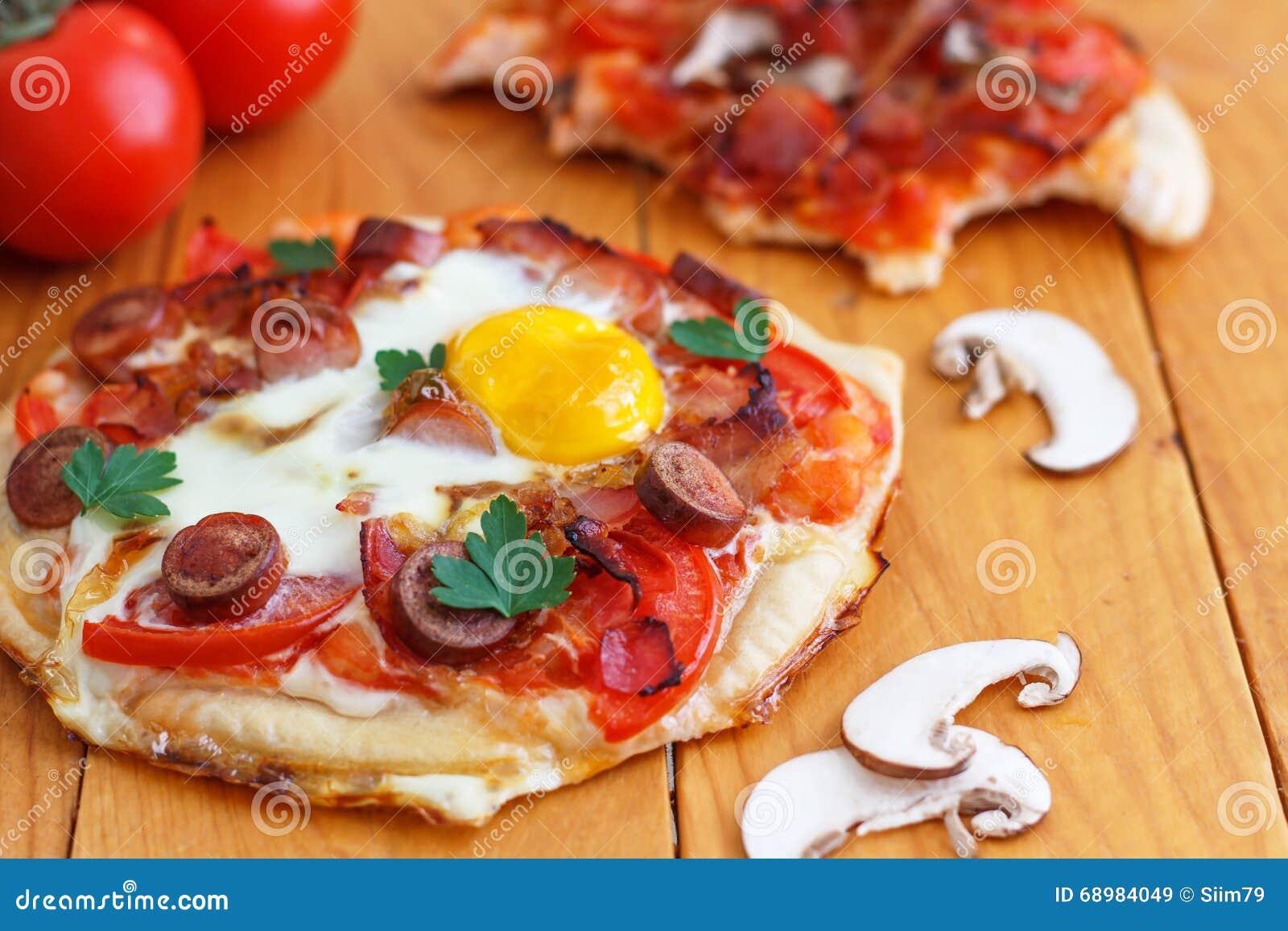 Μίνι σπιτική πίτσα προγευμάτων