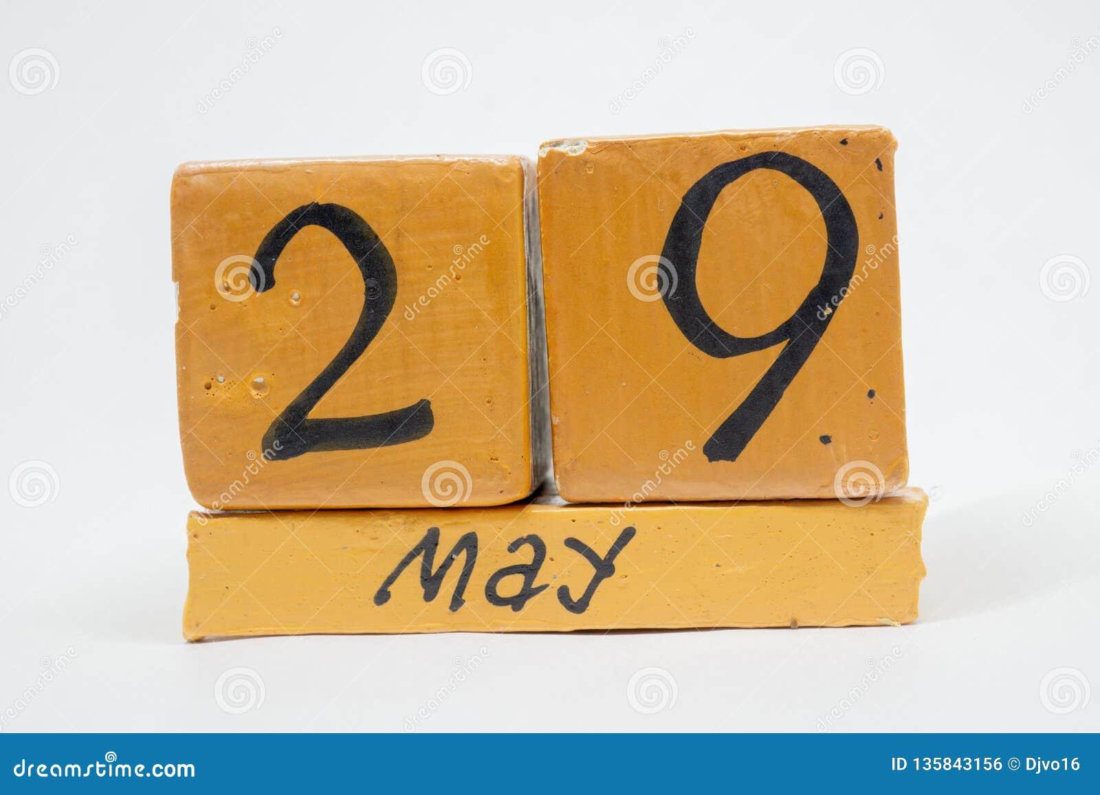 29 Μαΐου Ημέρα 29 του μήνα, χειροποίητο ξύλινο ημερολόγιο που απομονώνεται στο άσπρο υπόβαθρο μήνας άνοιξη, ημέρα της έννοιας έτο