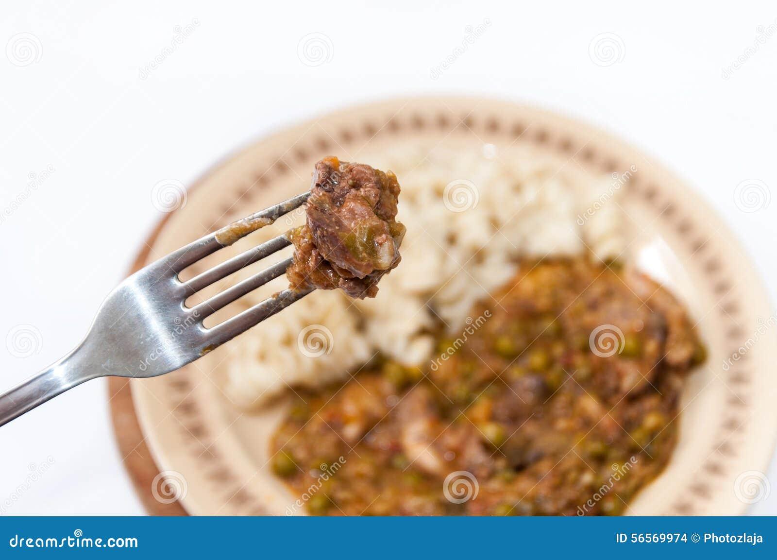 Download Μαγειρευμένα συκώτια κοτόπουλου στο δίκρανο στην εστίαση Στοκ Εικόνες - εικόνα από μπιζέλι, ορεκτικός: 56569974