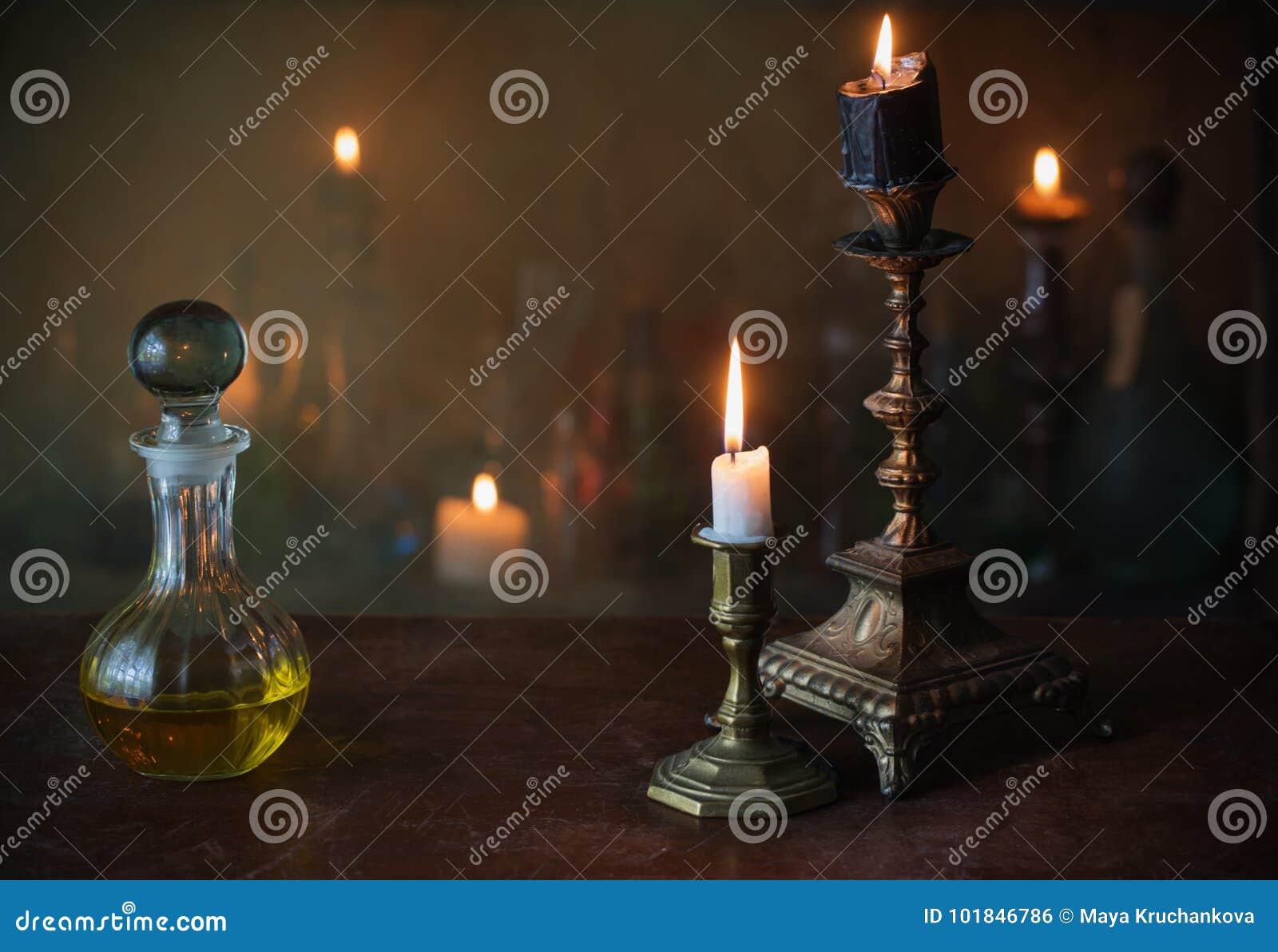 Μαγική φίλτρο, αρχαία βιβλία και κεριά