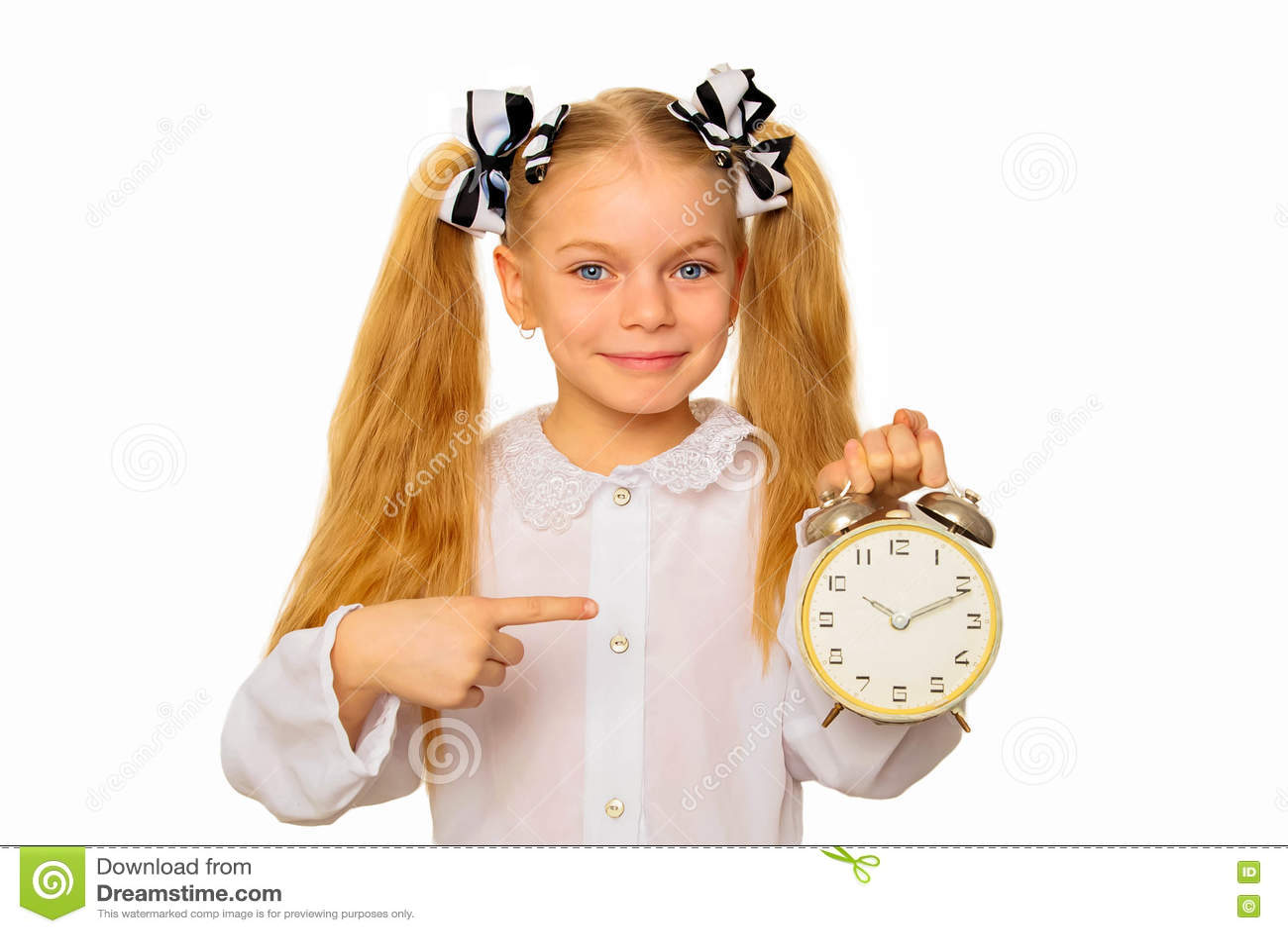 Μαθητής που δείχνει το ρολόι Έννοια χρονικής διαχείρισης