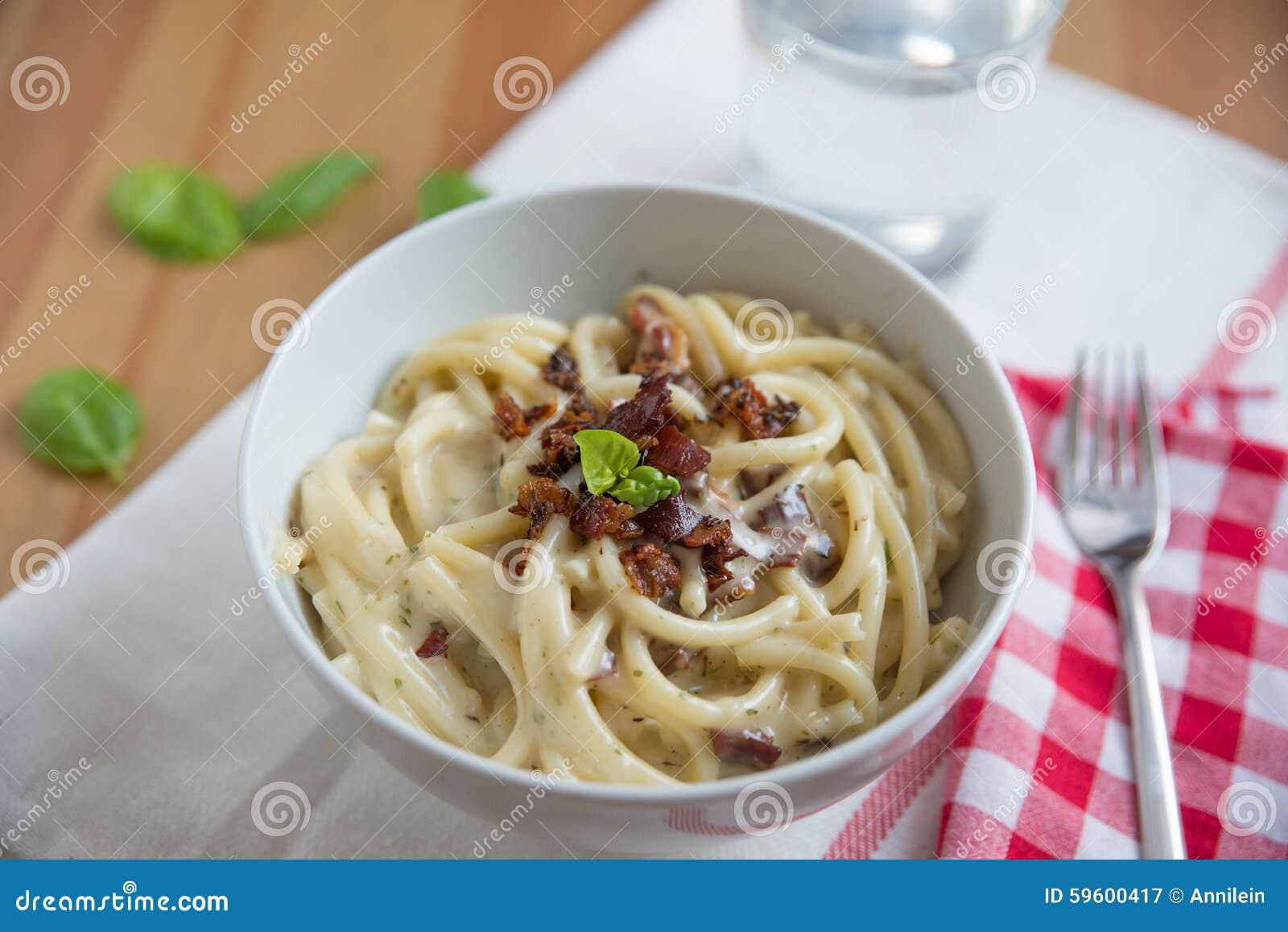 Μακαρόνια με την κρεμώδη σάλτσα τυριών Στοκ Εικόνα - εικόνα από ... aeceba2d848