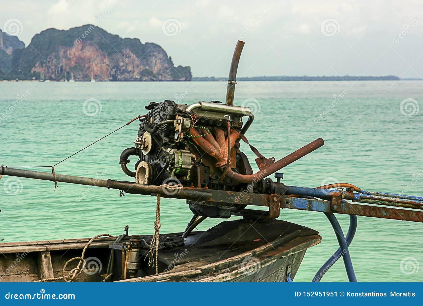 Μακριά βάρκα ουρών