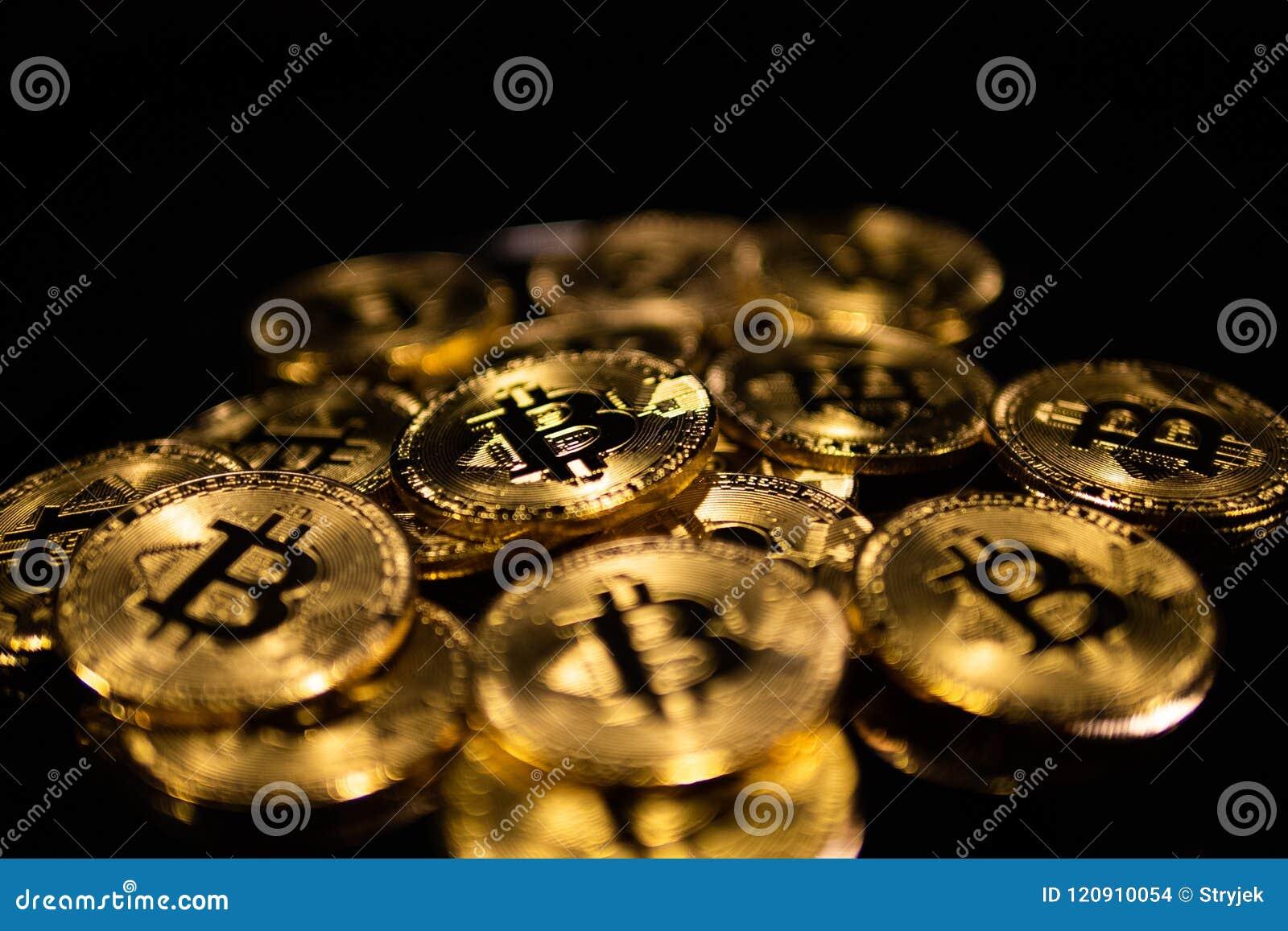 Μακρο κινηματογράφηση σε πρώτο πλάνο των bitcoins