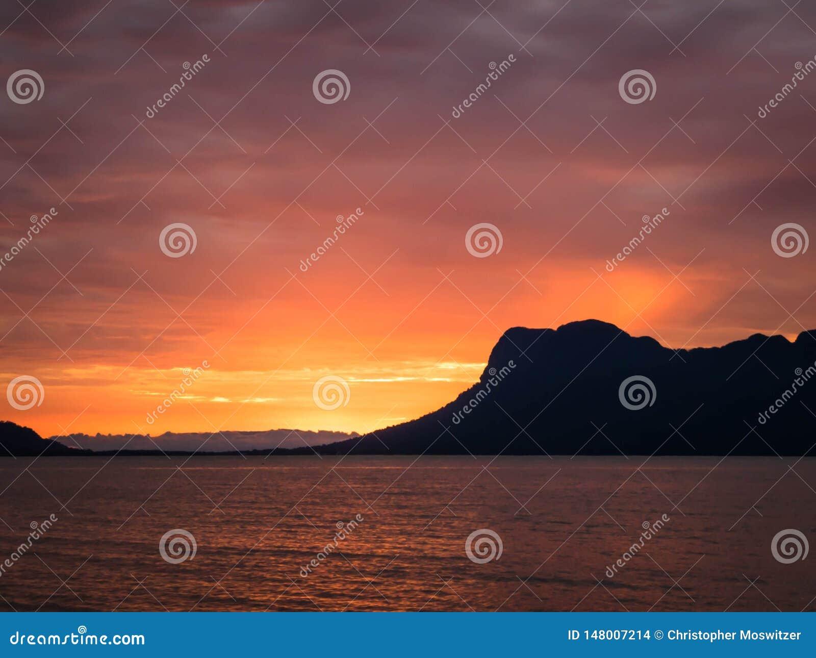 Μαλαισία - ο ήλιος πηγαίνει κάτω
