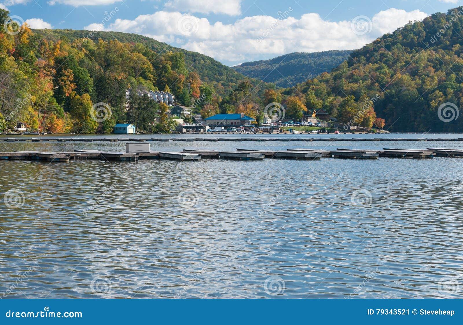Μαρίνα και townhouses Cheat στη λίμνη Morgantown