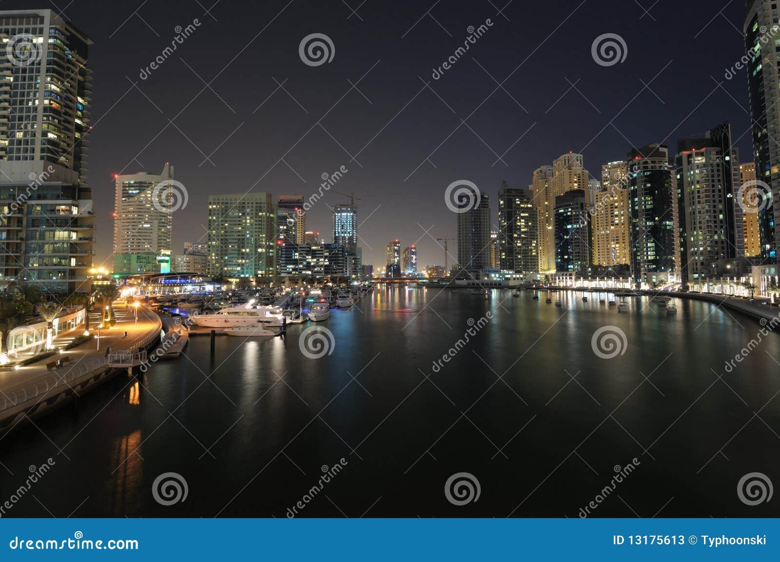 Μαρίνα του Ντουμπάι τη νύχτα